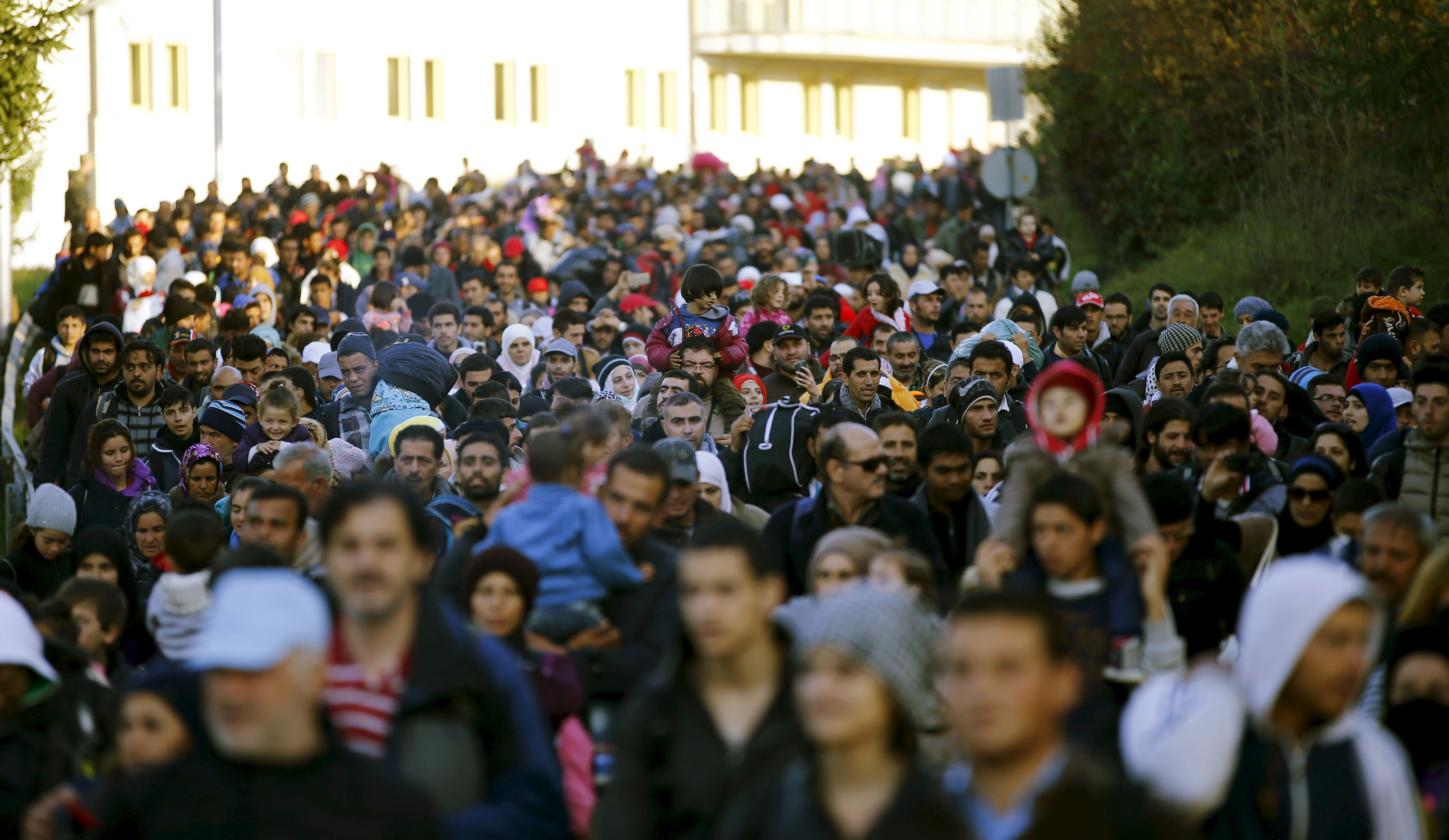 """Selon l'OIM, """"le total représente le flux migratoire le plus élevé depuis la Seconde guerre mondiale"""" en Europe."""