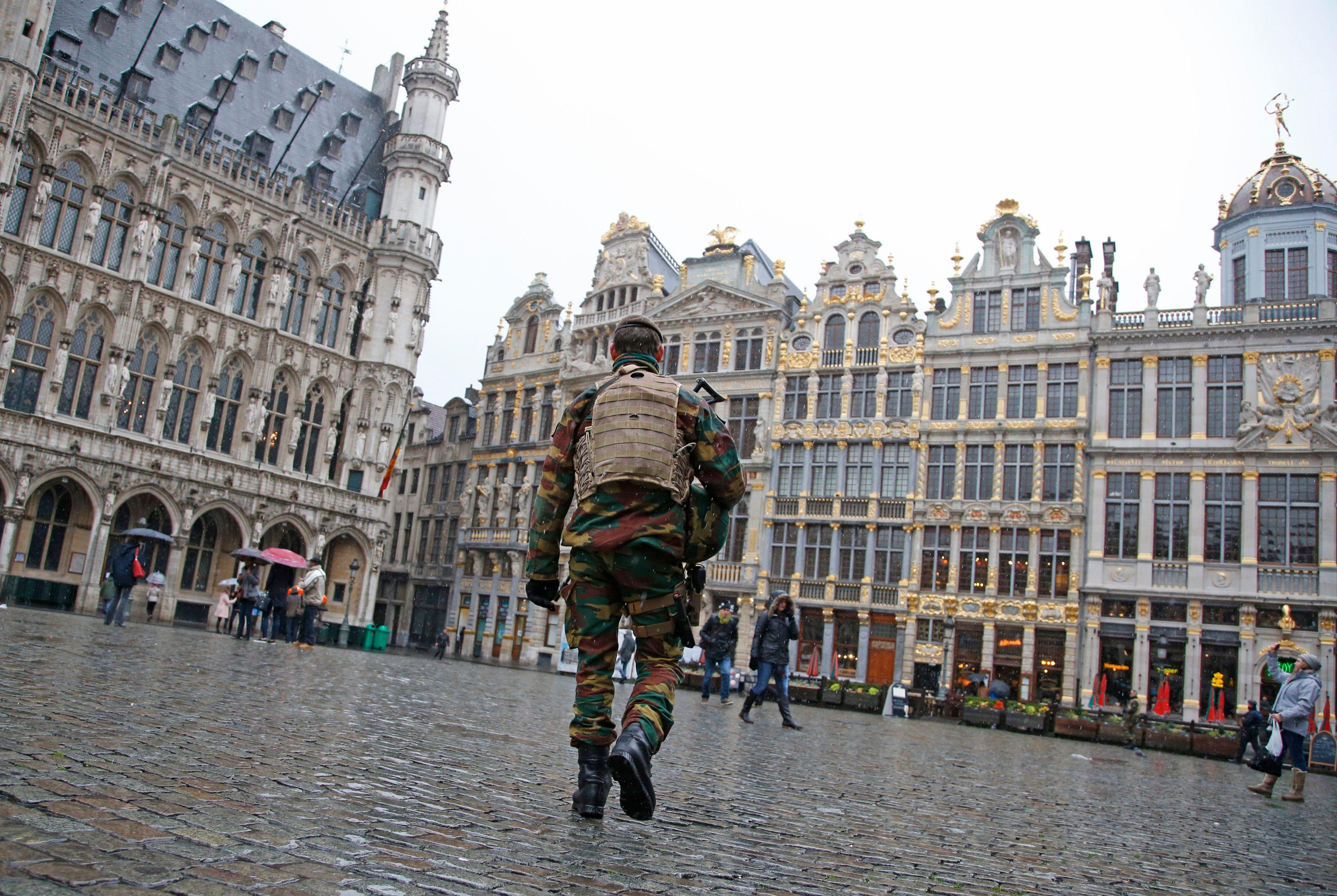 """Belgique : le parquet évoque une possible """"attaque terroriste"""" après l'agression de deux policiers à Bruxelles"""