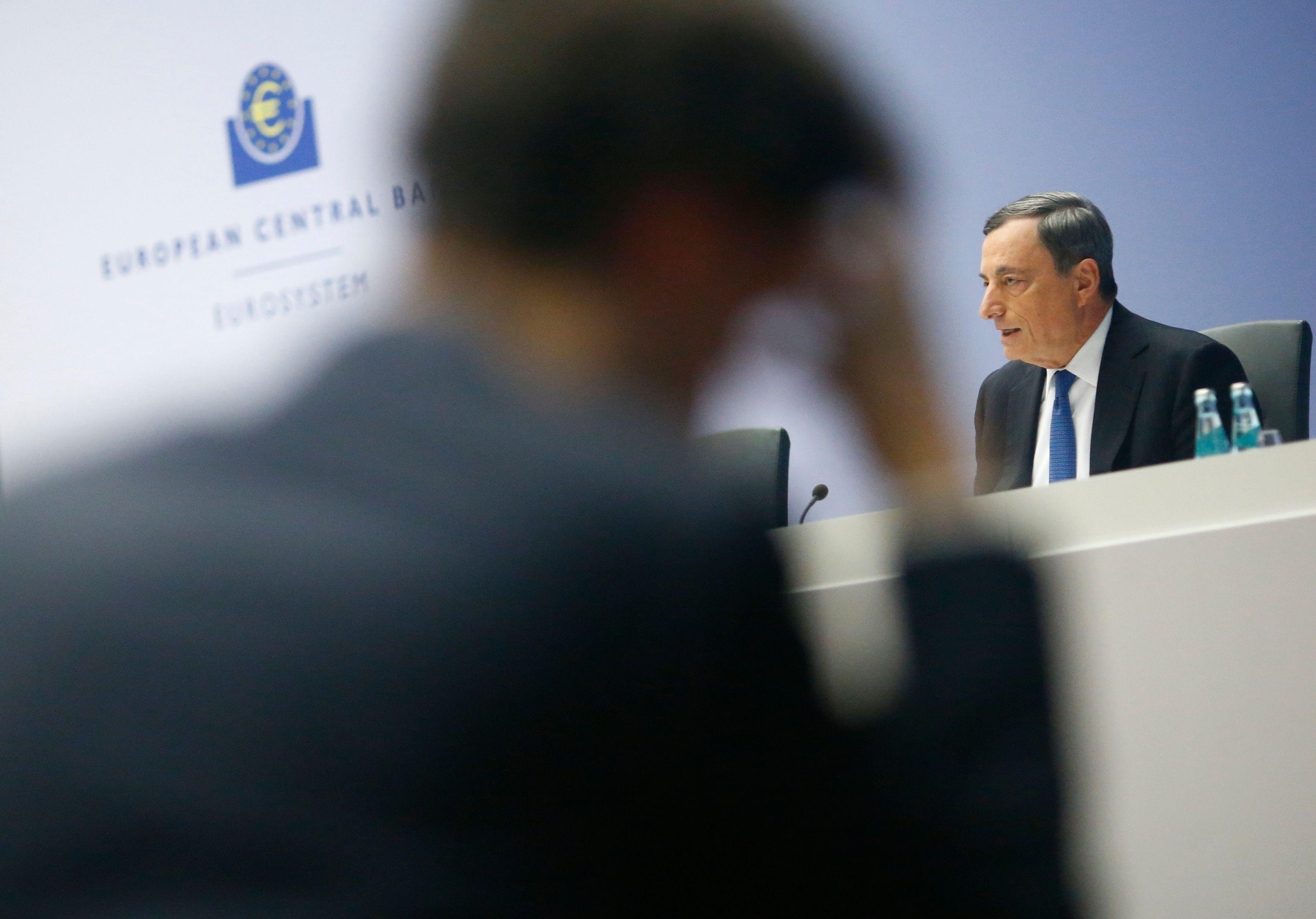 """Pourquoi Mario Draghi a réussi à retarder l'heure de la """"capitulation"""" des Bourses mondiales face au krach qui gronde"""