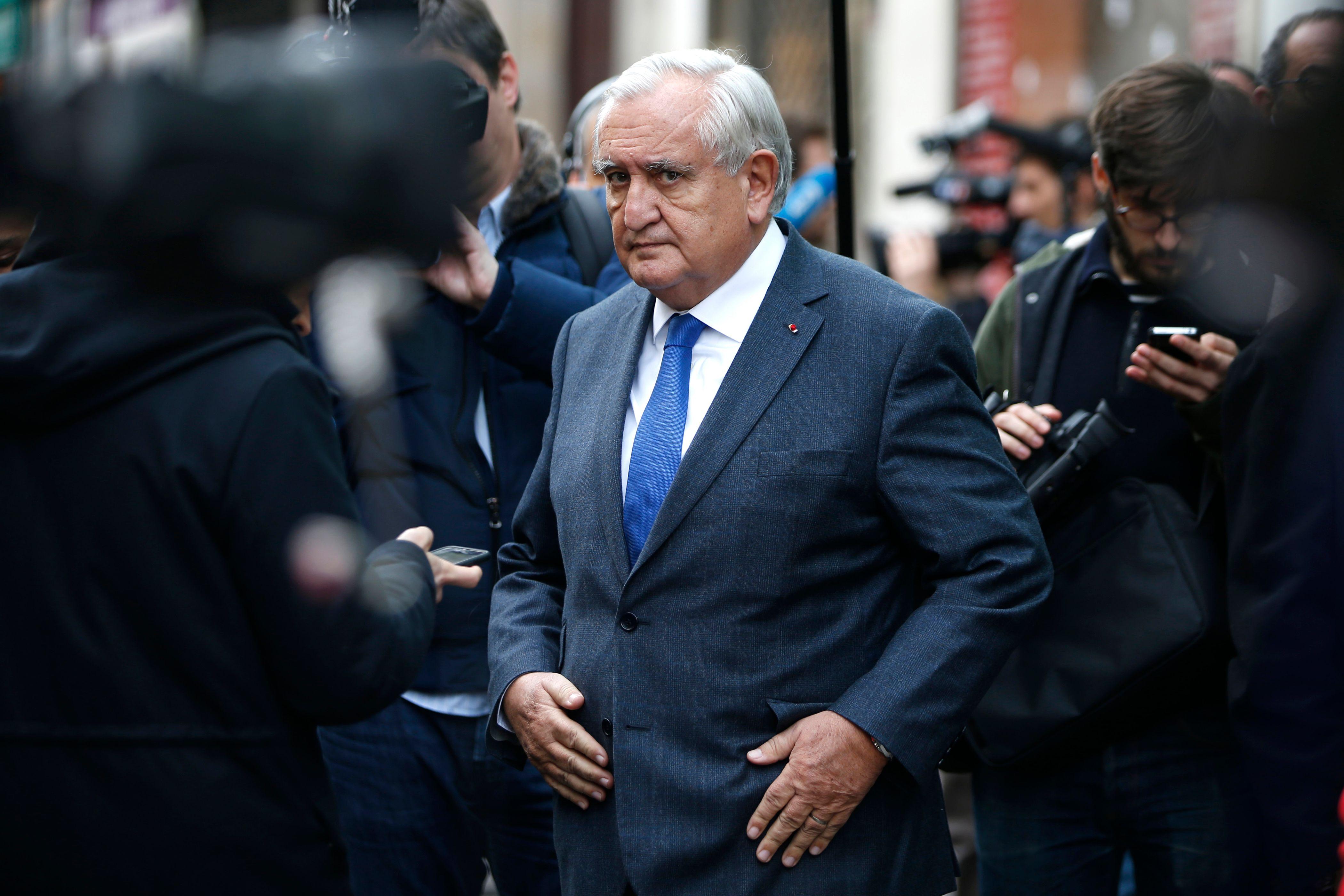"""Jean-Pierre Raffarin : """"tout est fait pour nous empêcher de parler de politique"""""""