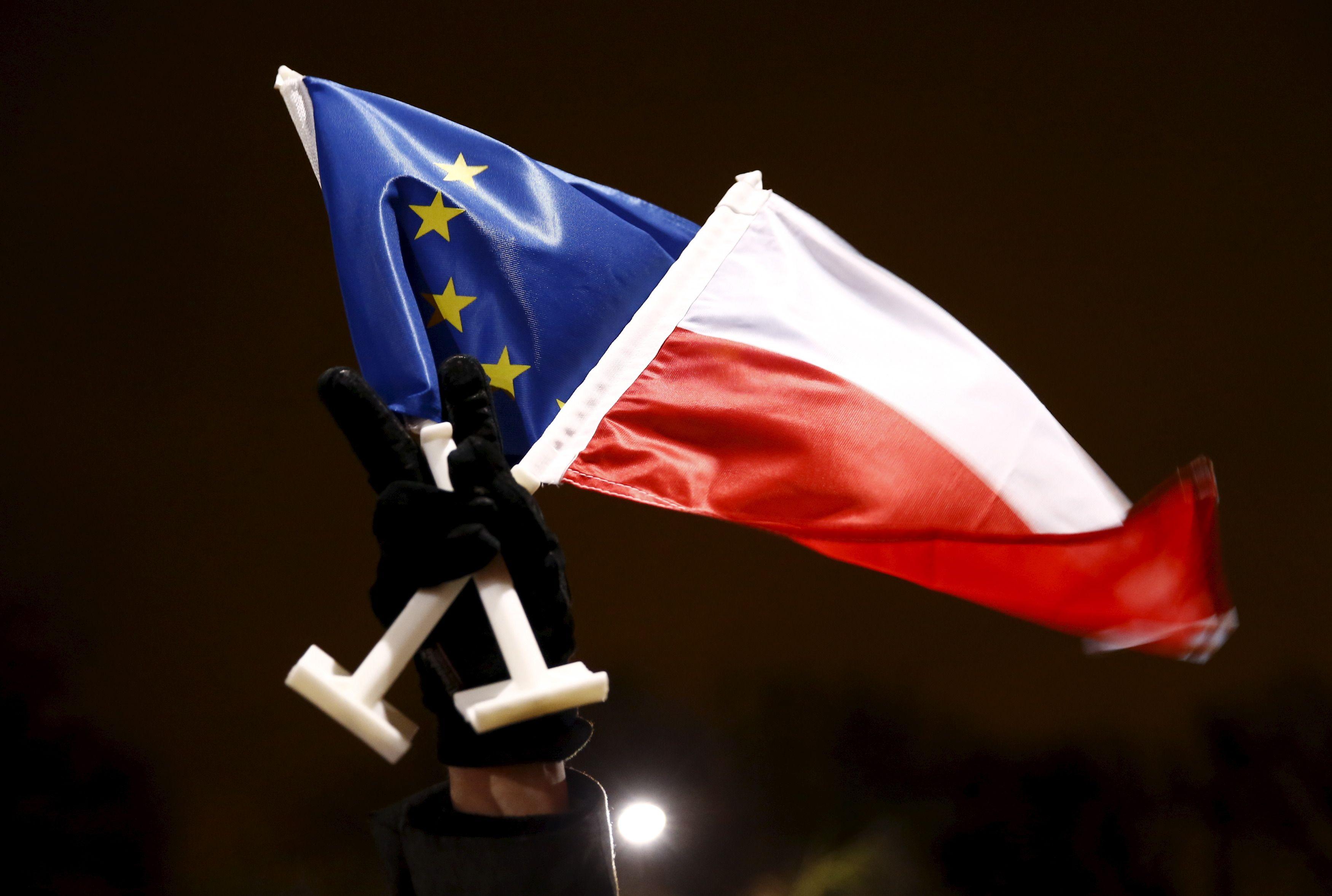 Autoritarisme, acte 2 : mais pourquoi Emmanuel Macron tente-t-il d'isoler une Pologne déjà marginalisée ?