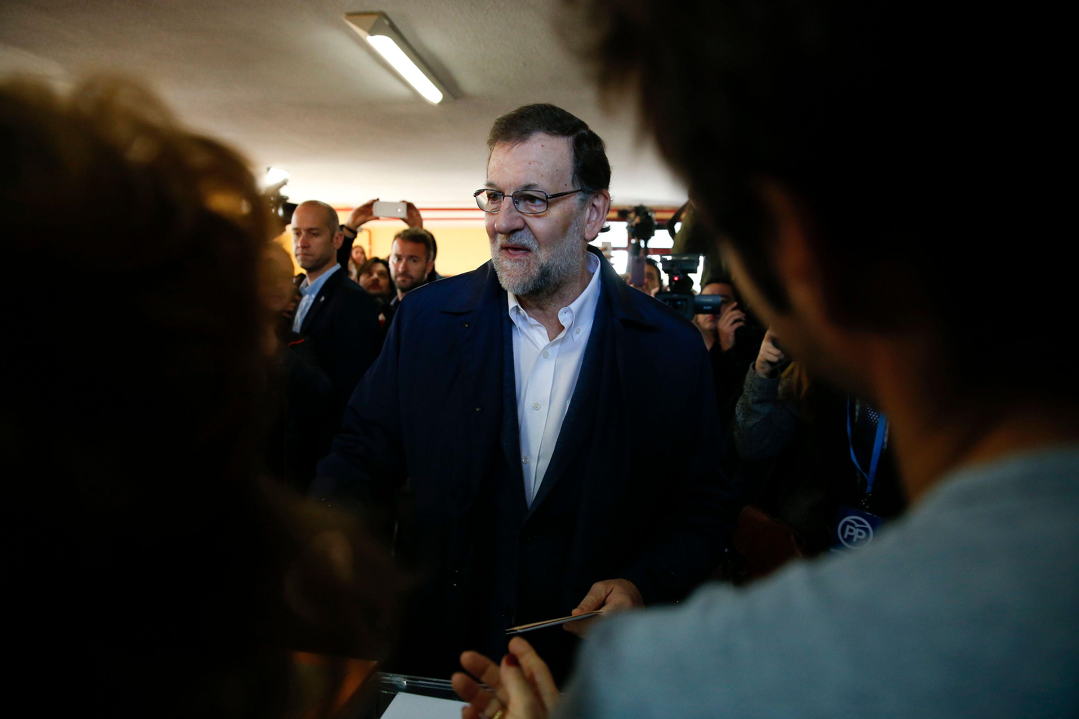 Catalogne : après l'élection, Mariano Rajoy refuse de dialoguer avec Carles Puigdemont