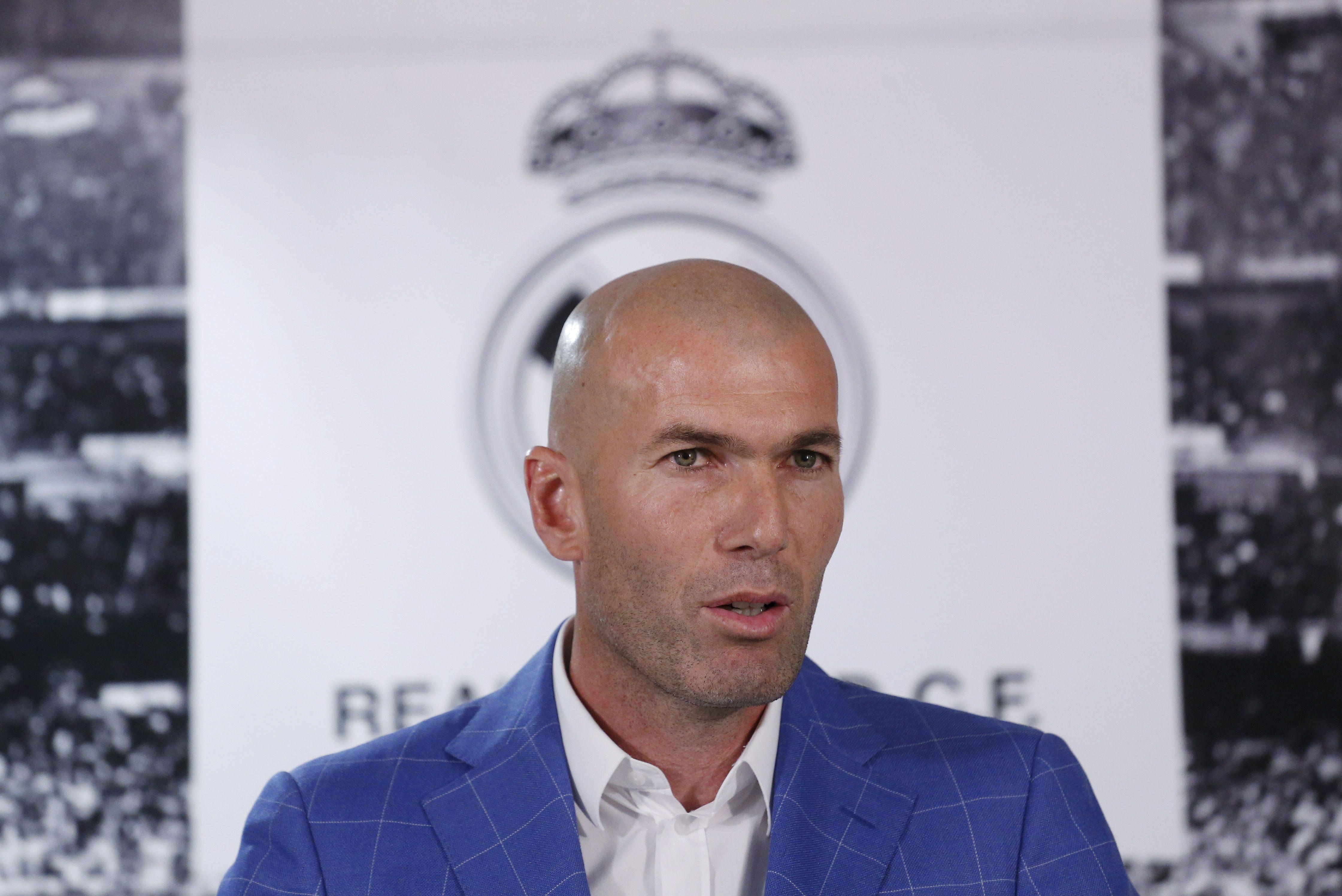 """Marine Le Pen répond à Zinédine Zidane : """"Avec ce qu'il gagne je comprends qu'il vote Macron"""""""