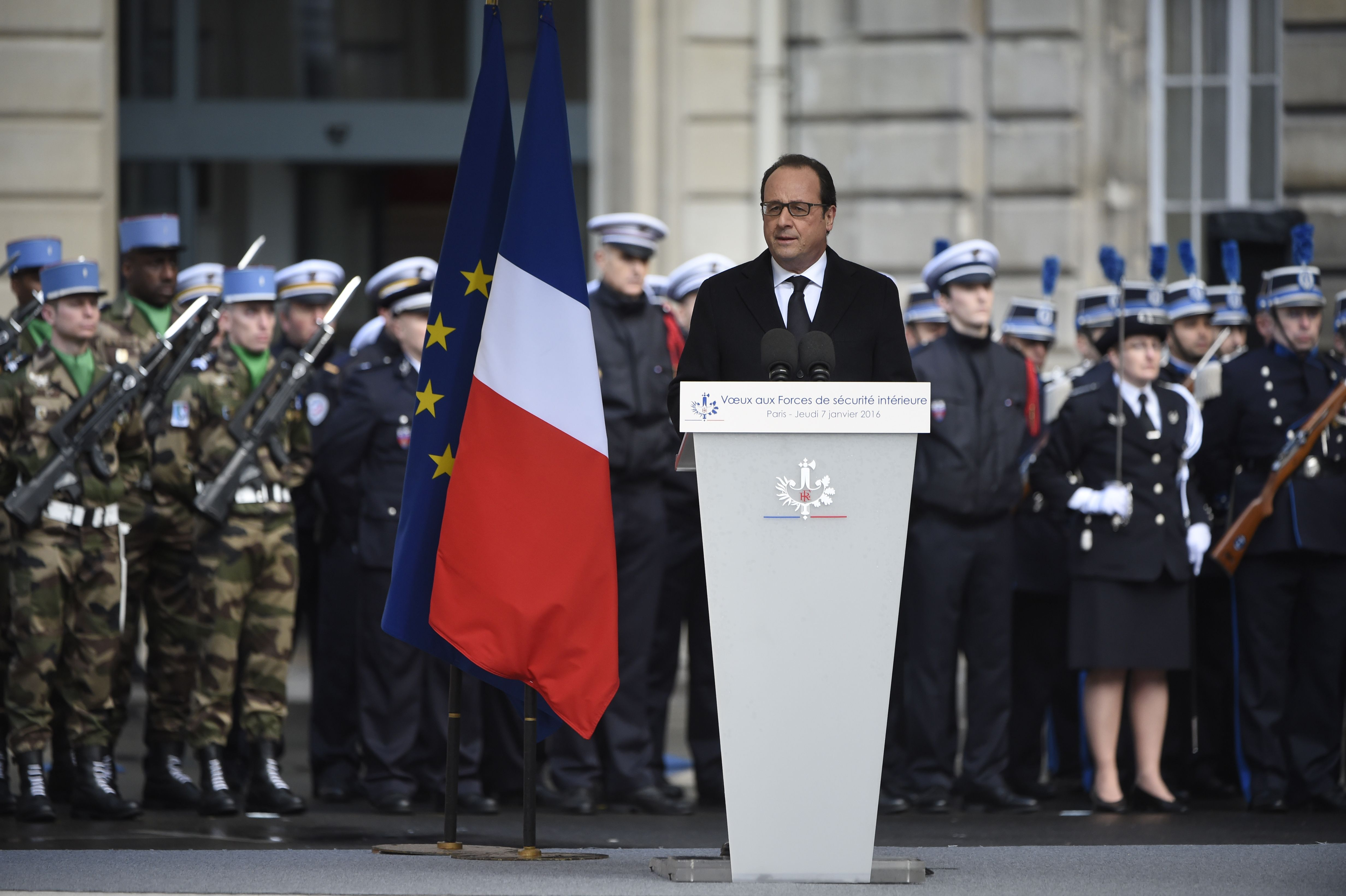 """Voeux aux forces de sécurité : Hollande appelle à 3 principes, """"fermeté, réactivité et unité"""""""