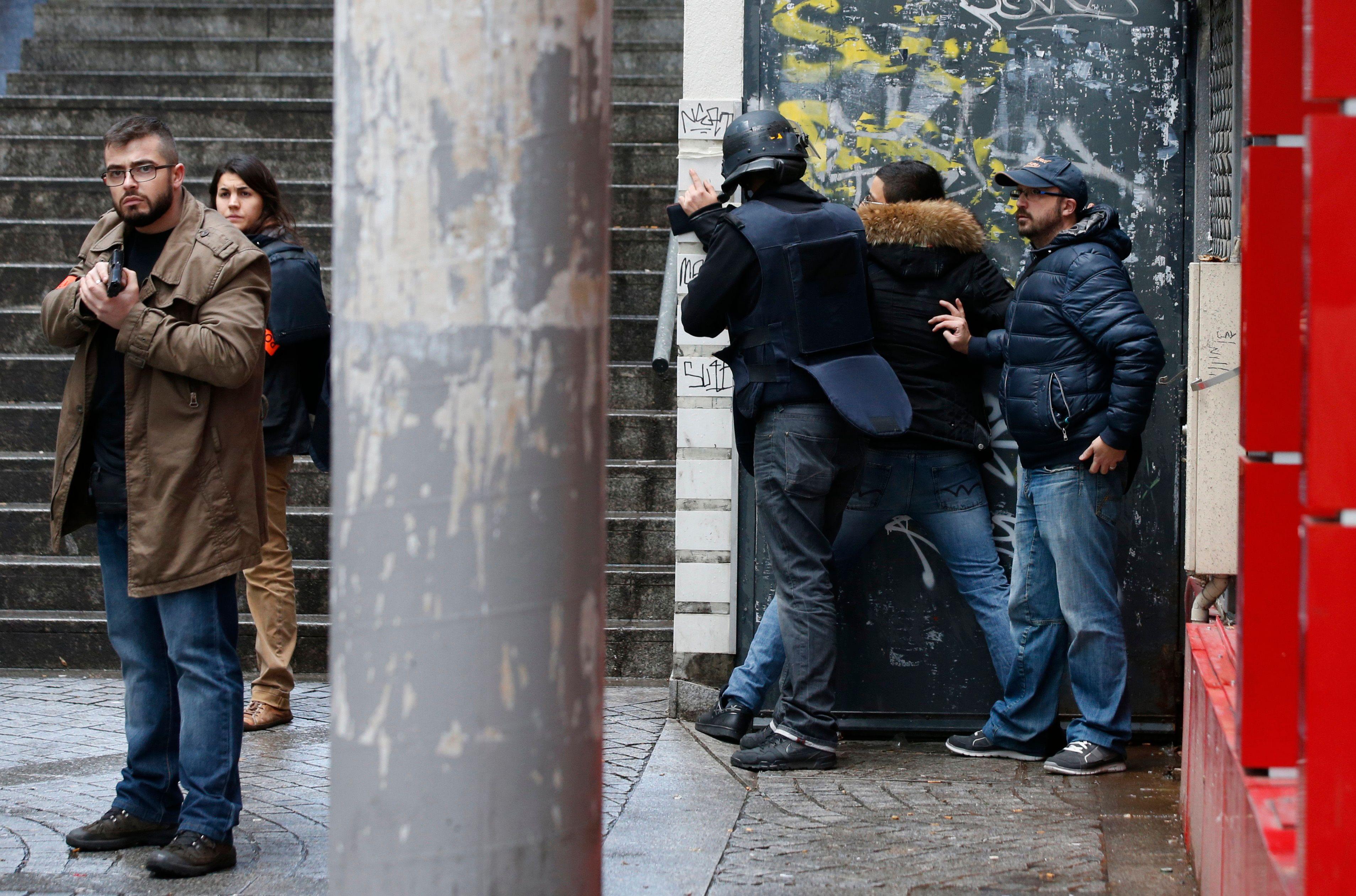 Nouvelle tentative d'attentat à Paris : a-t-on suffisamment misé sur les entourages pour détecter les terroristes sur le point d'agir ?