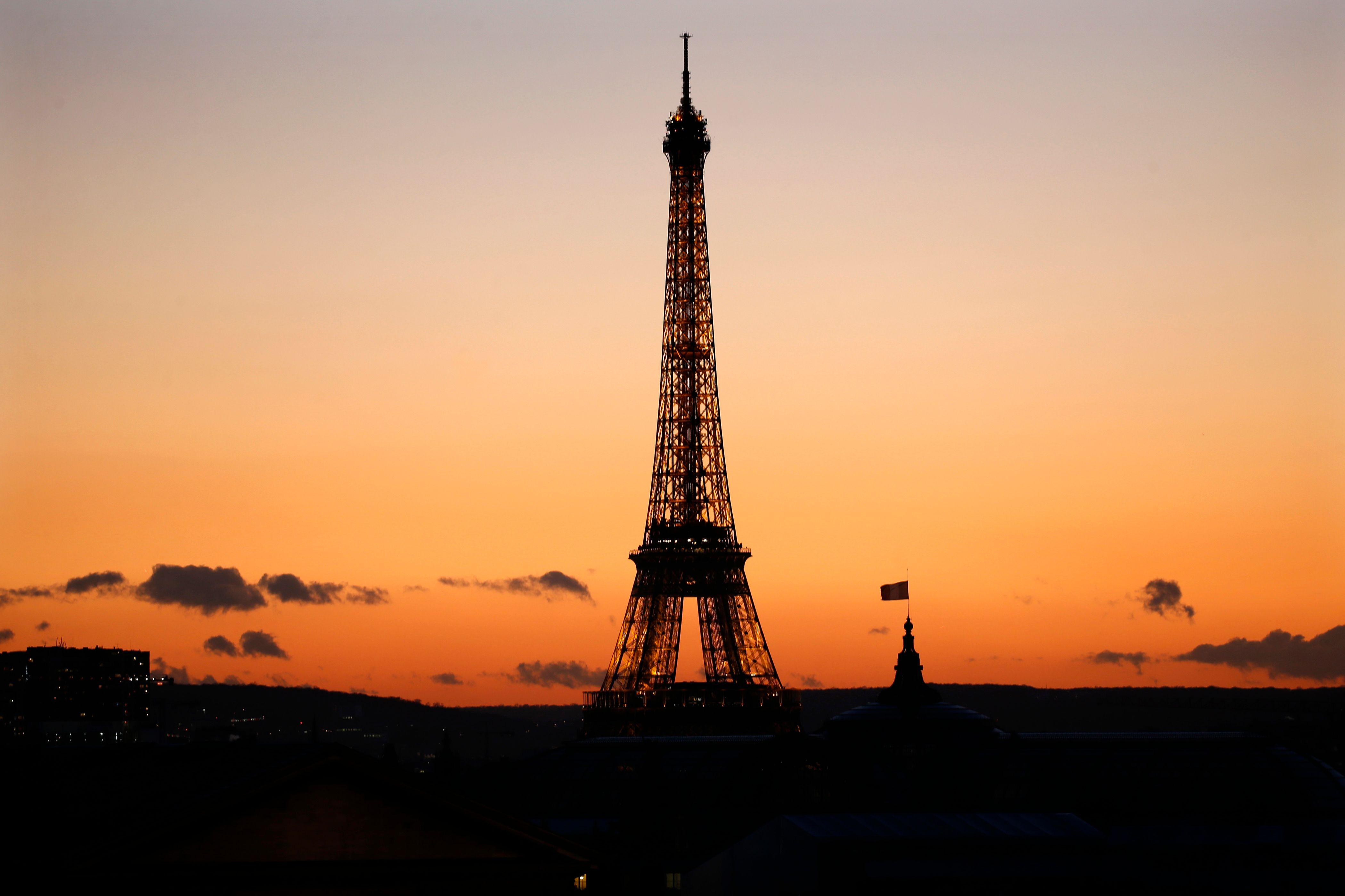 Paris : la Tour Eiffel sera éteinte mercredi soir en soutien aux habitants d'Alep