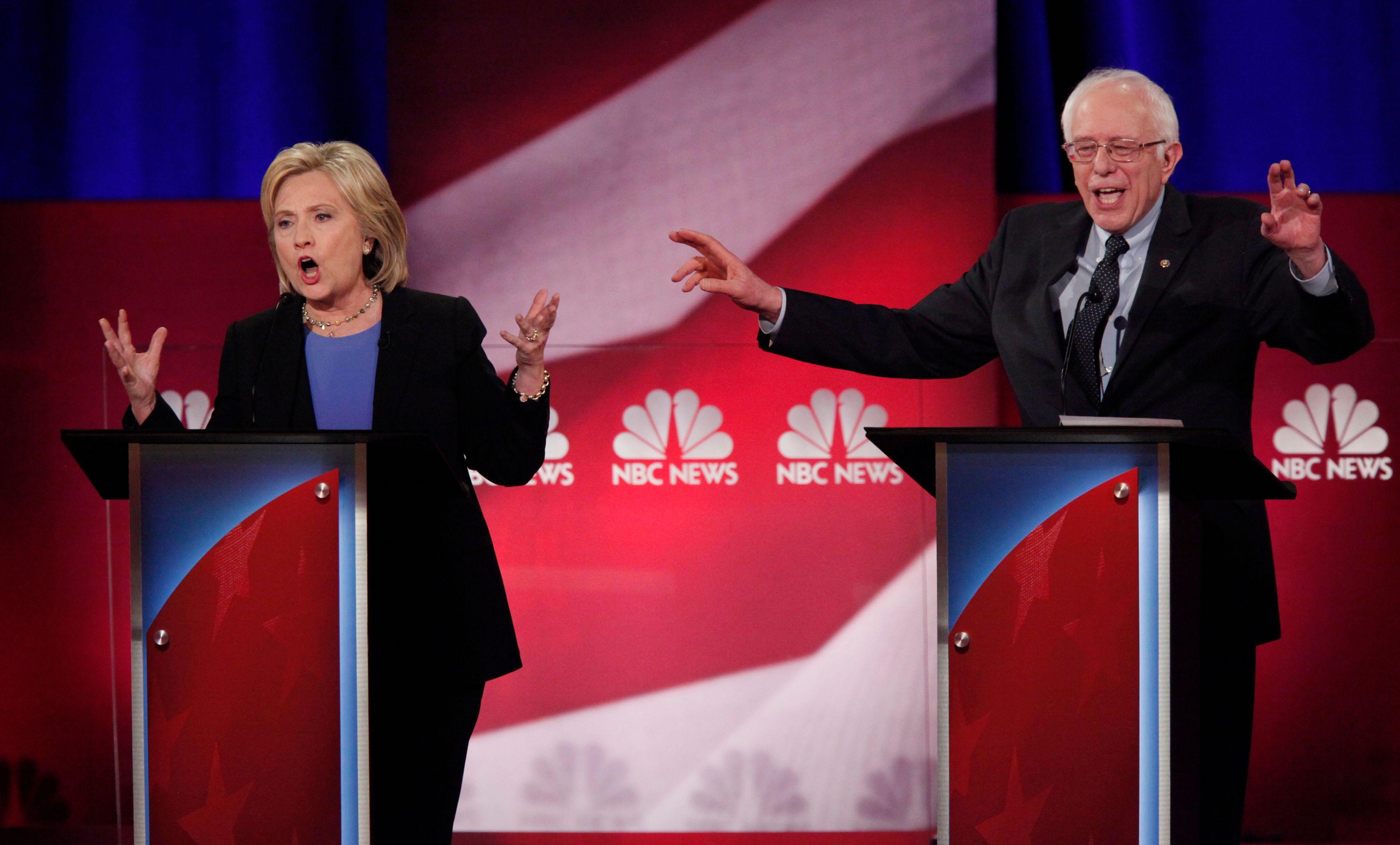 """Selon Bernie Sanders, son adversaire ne peut pas se prétendre à la fois """"modérée et progressiste""""."""