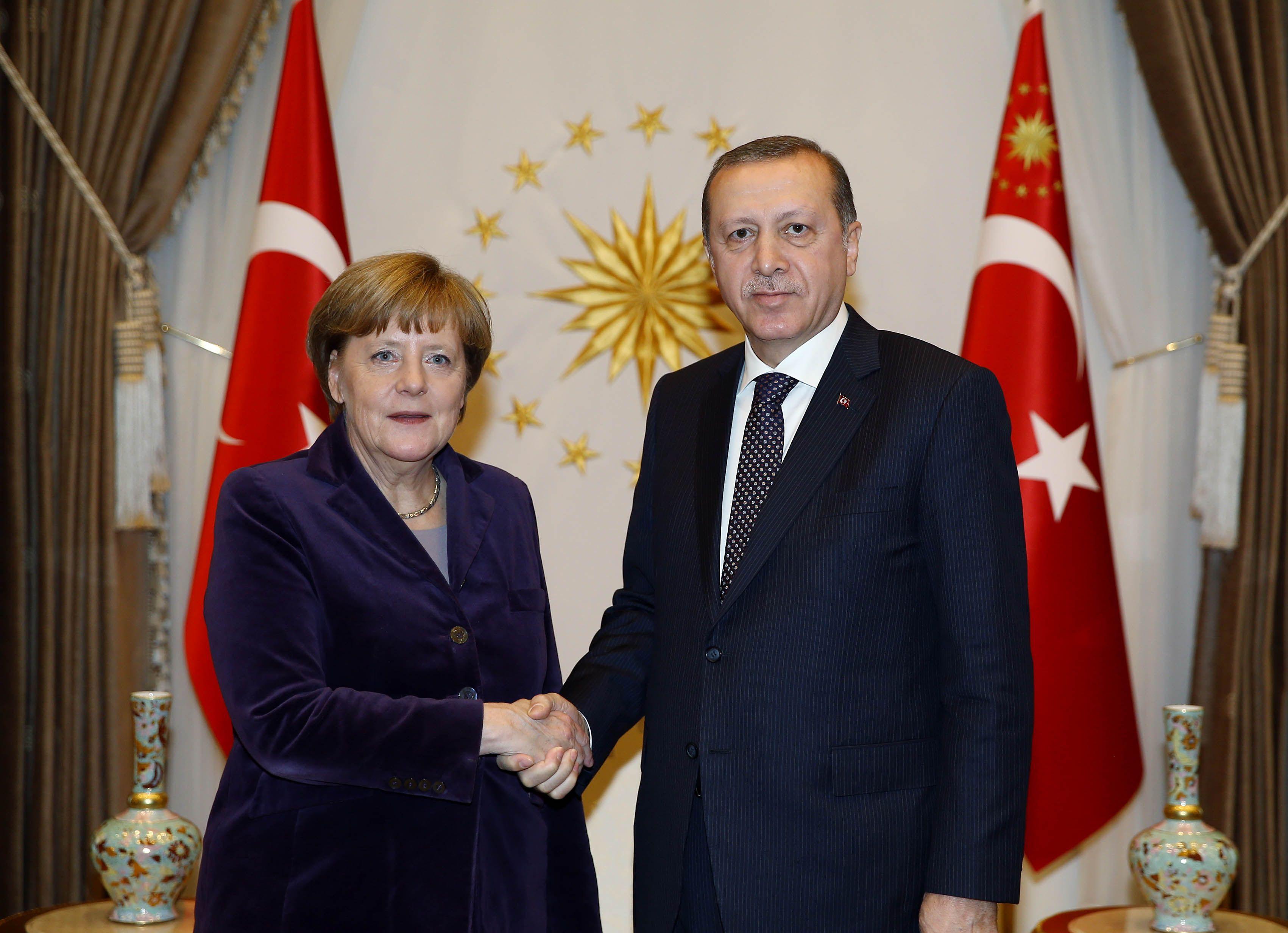 """Pour Erdogan, le débat entre Schulz et Merkel tenait du """"nazisme"""" et du """"fascisme"""""""