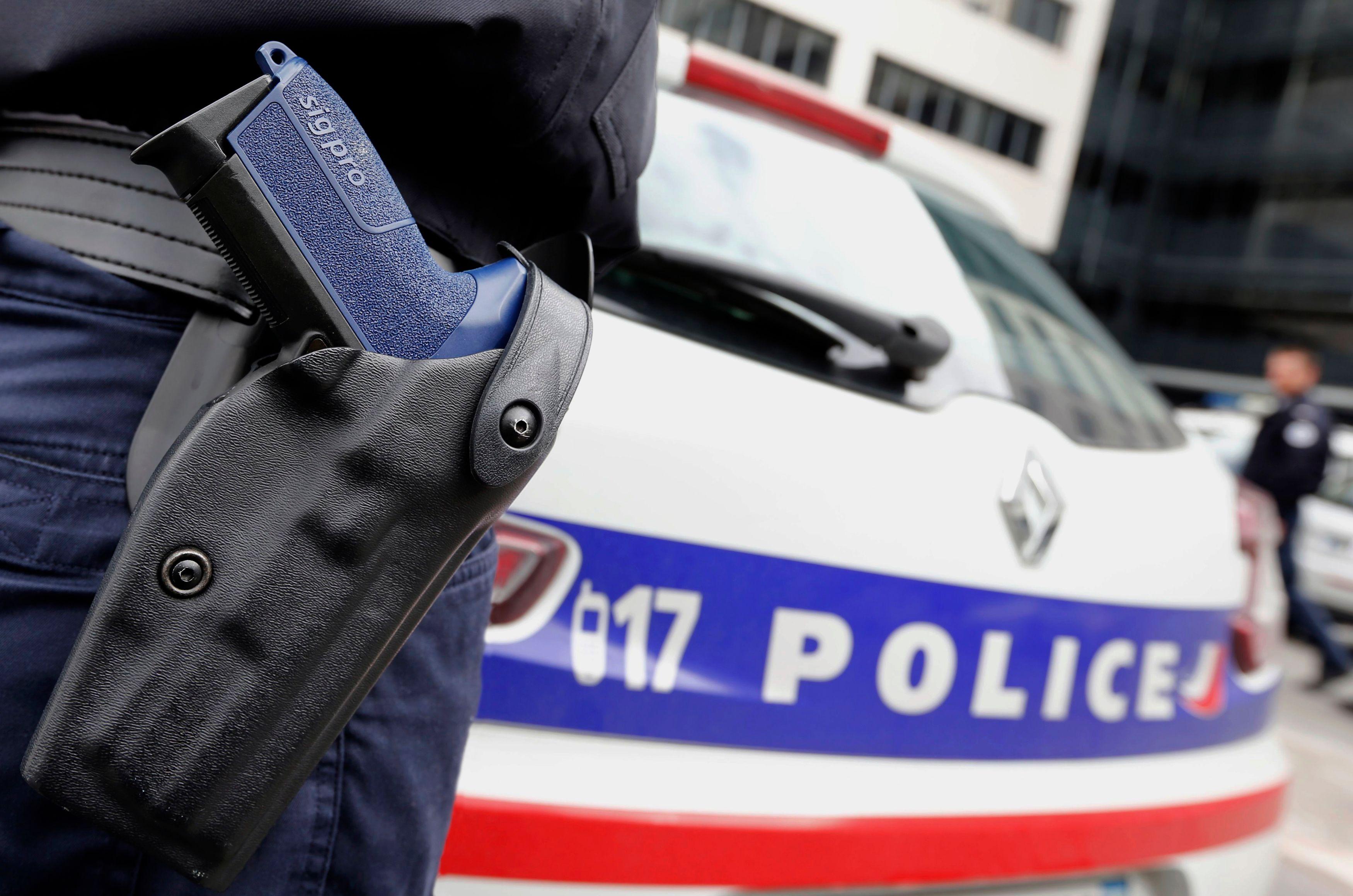 Les Français accordent plus d'importance à la police qu'à l'Éducation nationale