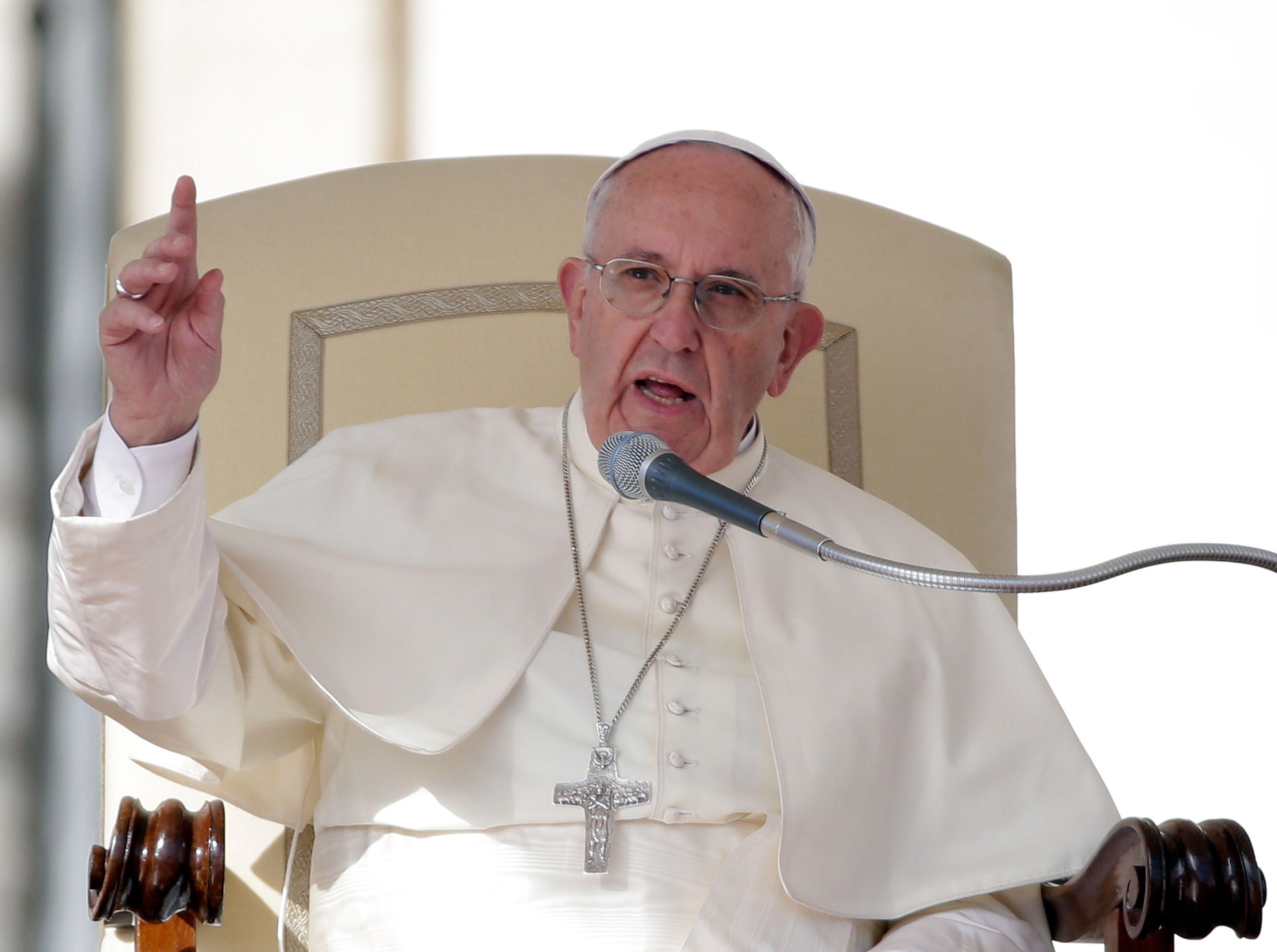 Le pape François appelle l'Europe a ouvrir ses portes aux migrants.