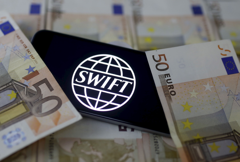 SWIFT est une coopérative co-détenue par 3 000 institutions financières.