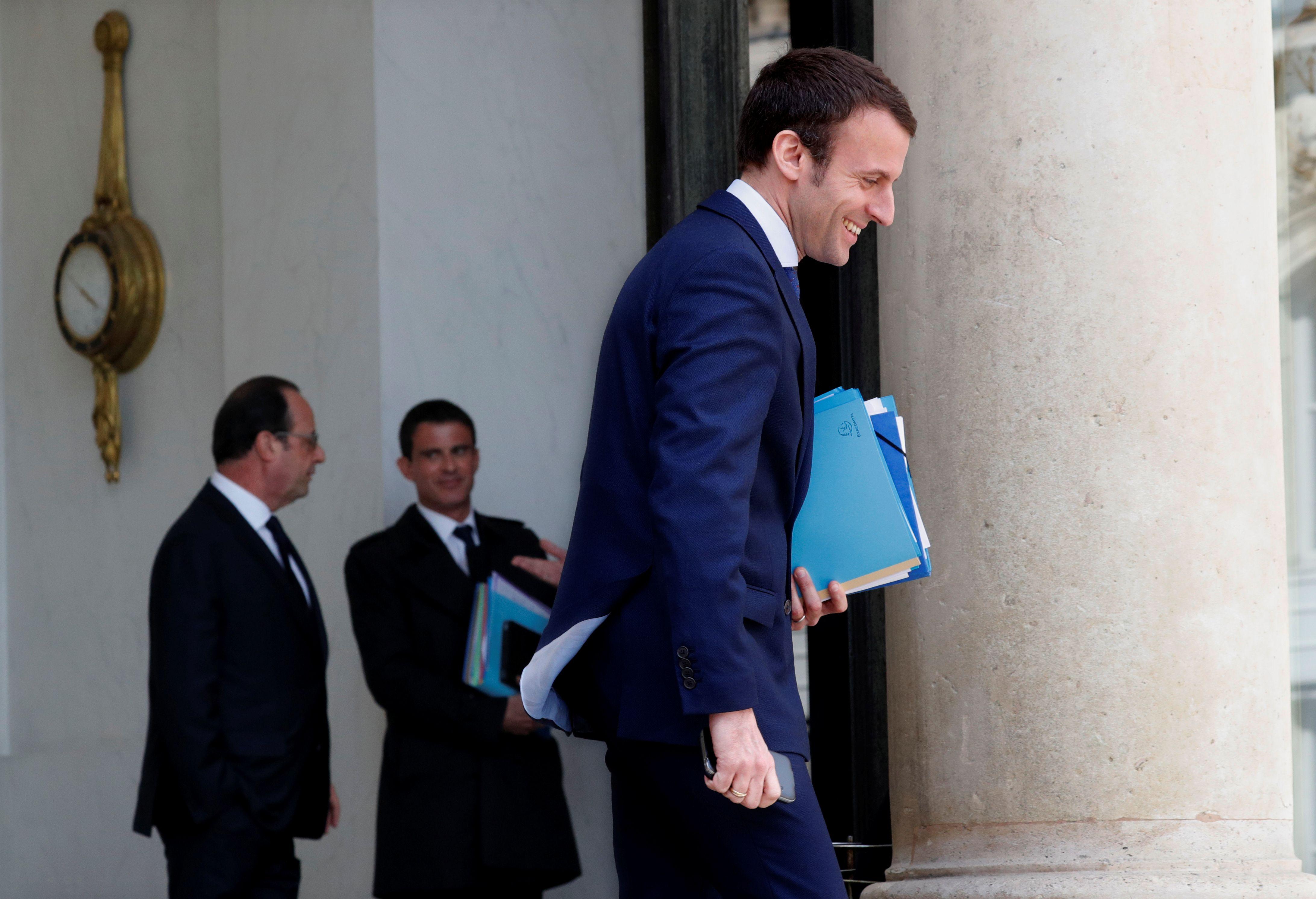 François Hollande a accepté la démission d'Emmanuel Macron