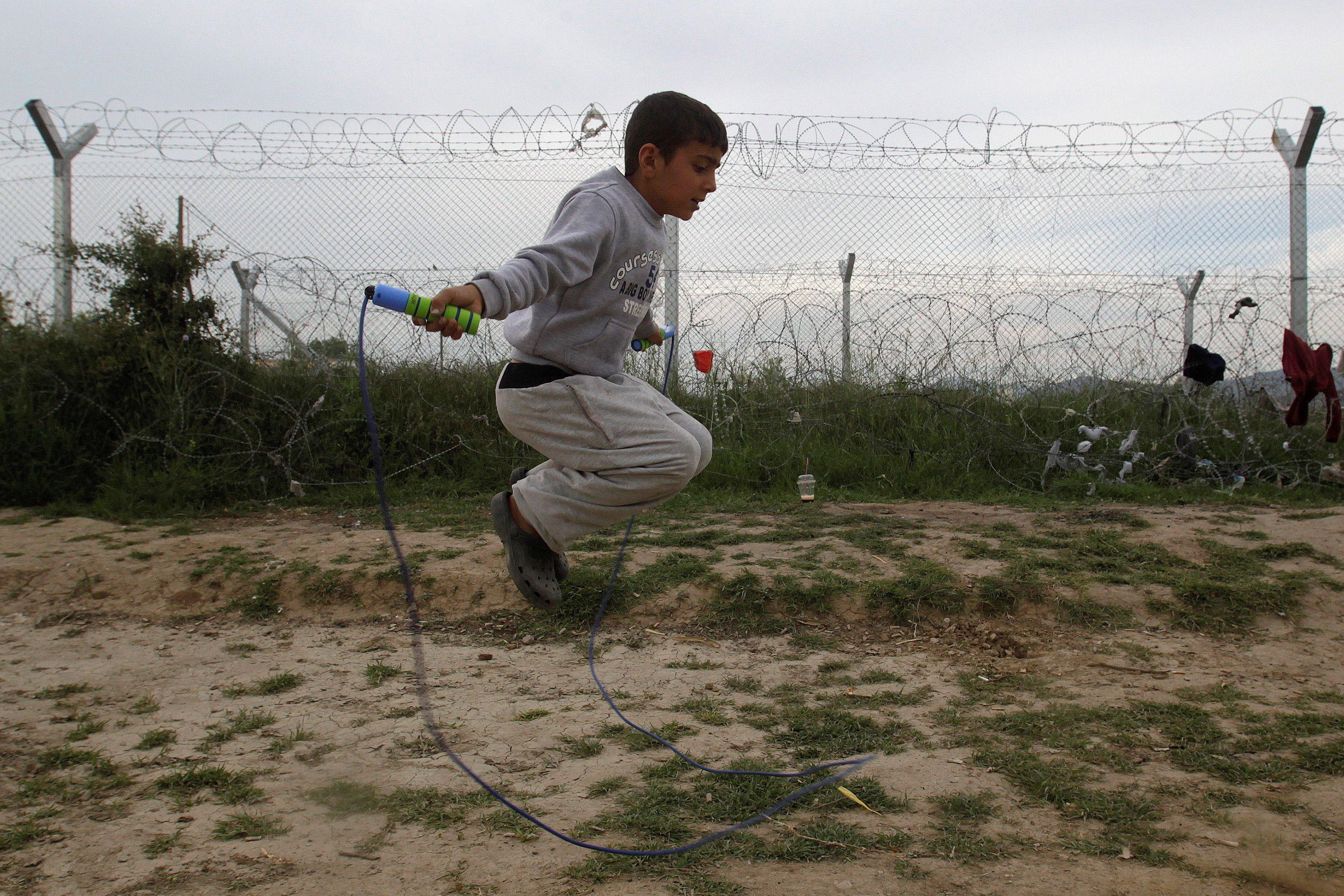 La plupart des pays d'Europe ont signé la convention internationale des droits de l'enfant qui interdit d'expulser un mineur non accompagné et implique de le prendre en charge jusqu'à sa majorité.