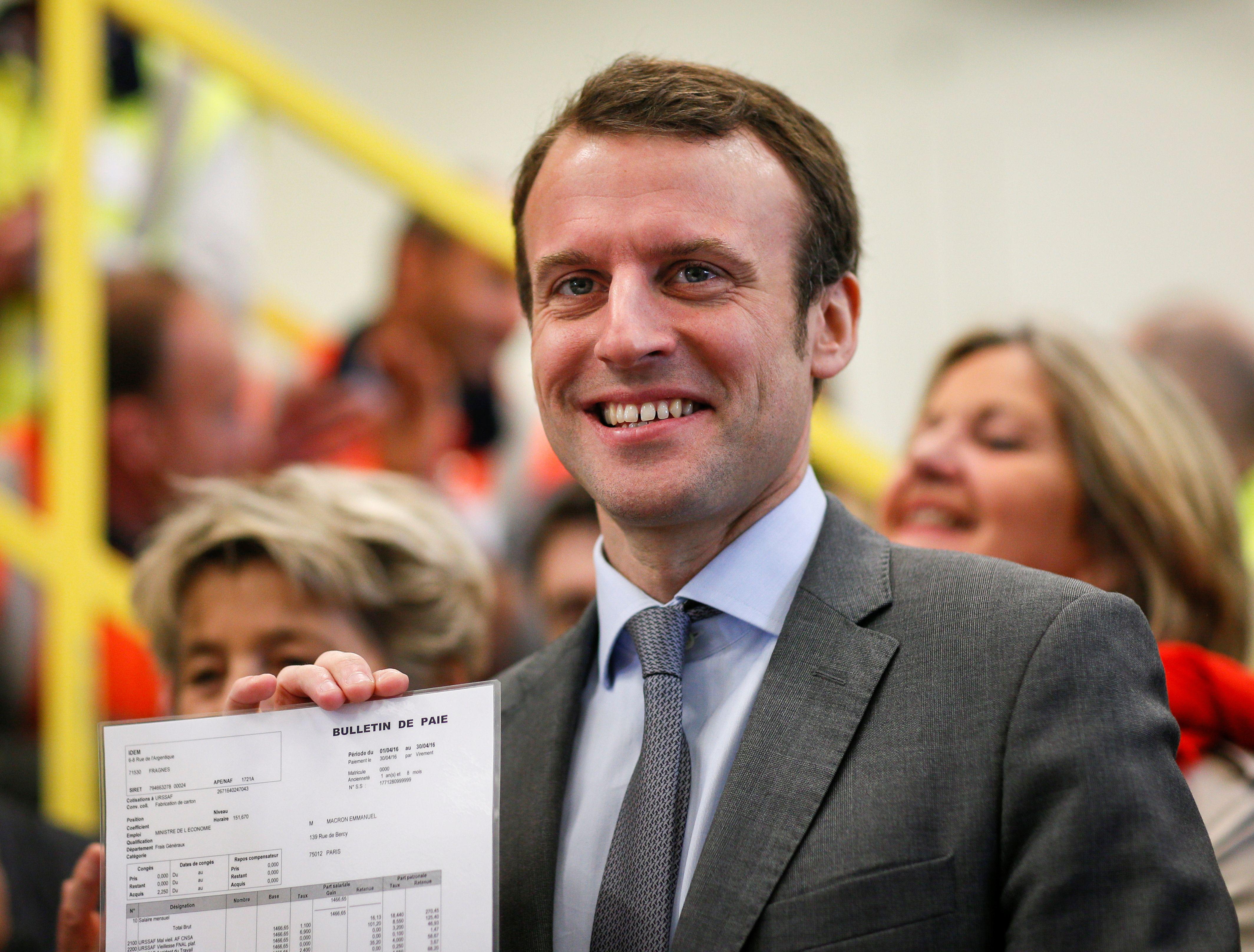 François Hollande maintient le statu quo autour d'Emmanuel Macron