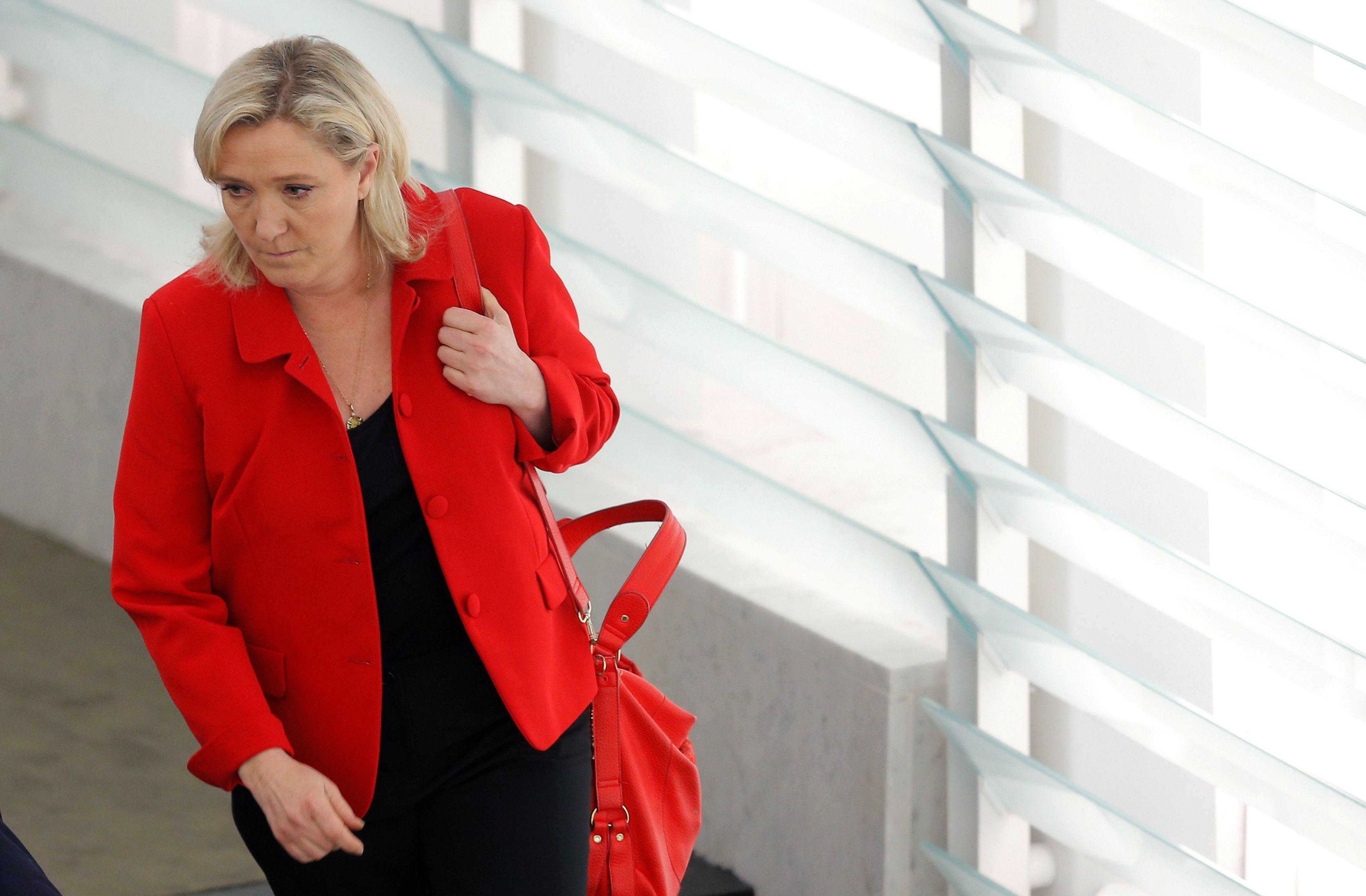"""Marine Le Pen : le plafond de verre """"va monter au-dessus de 50%"""""""