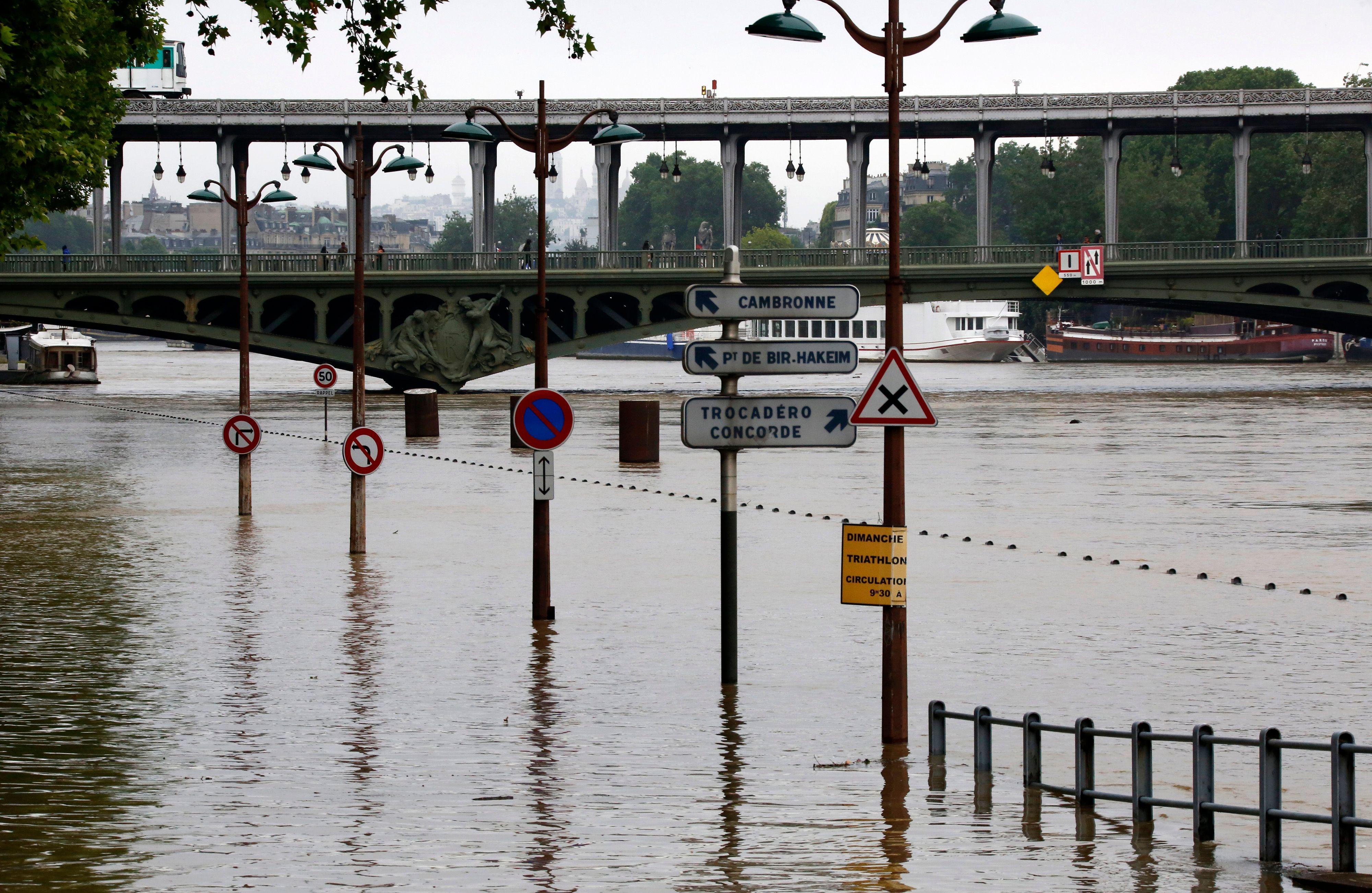 Inondations, intempéries : montant des dégâts, 1 milliard d'euros