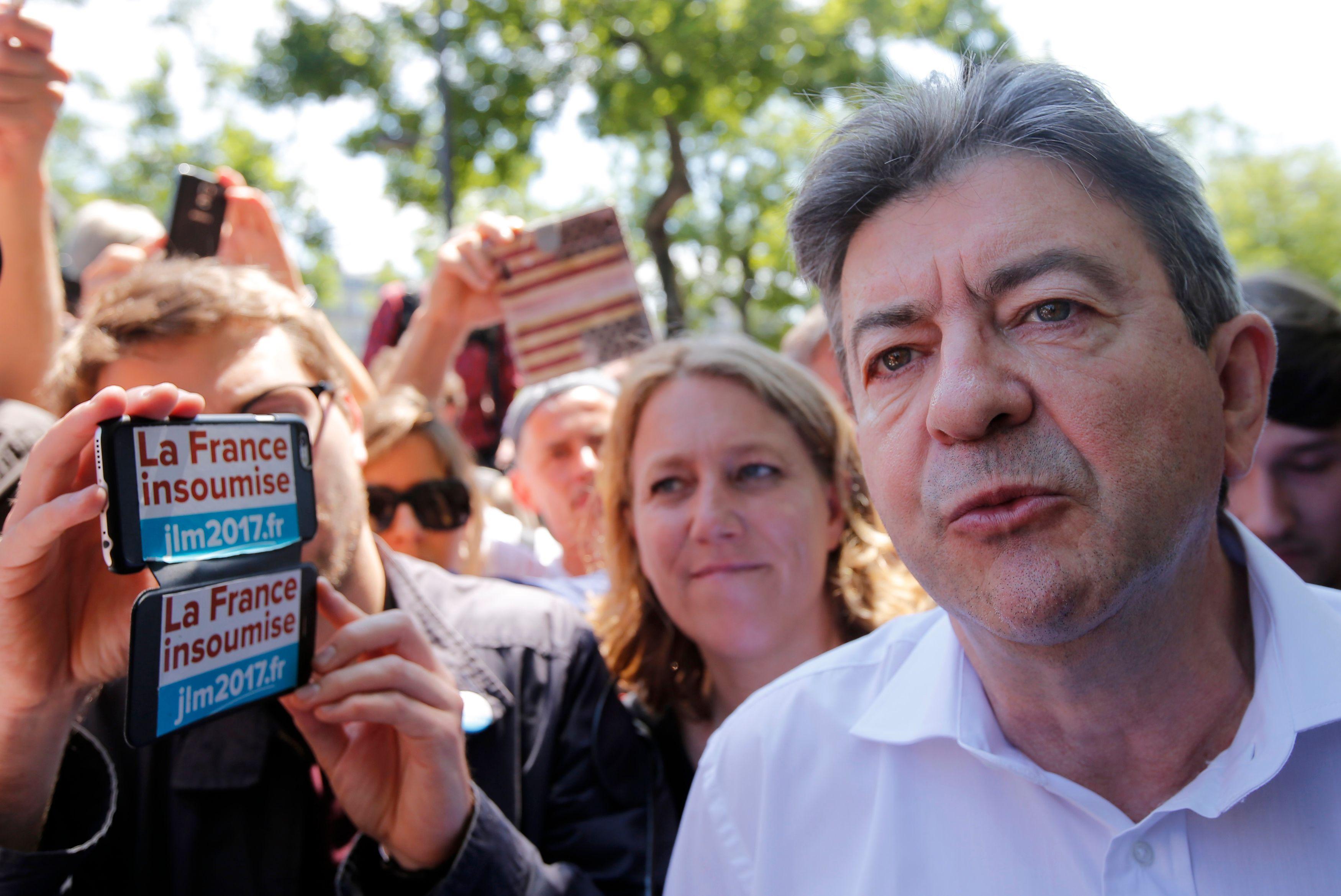 """Jean-Luc Mélenchon accuse Manuel Valls de """"pousser à la guerre"""" contre l'islam"""