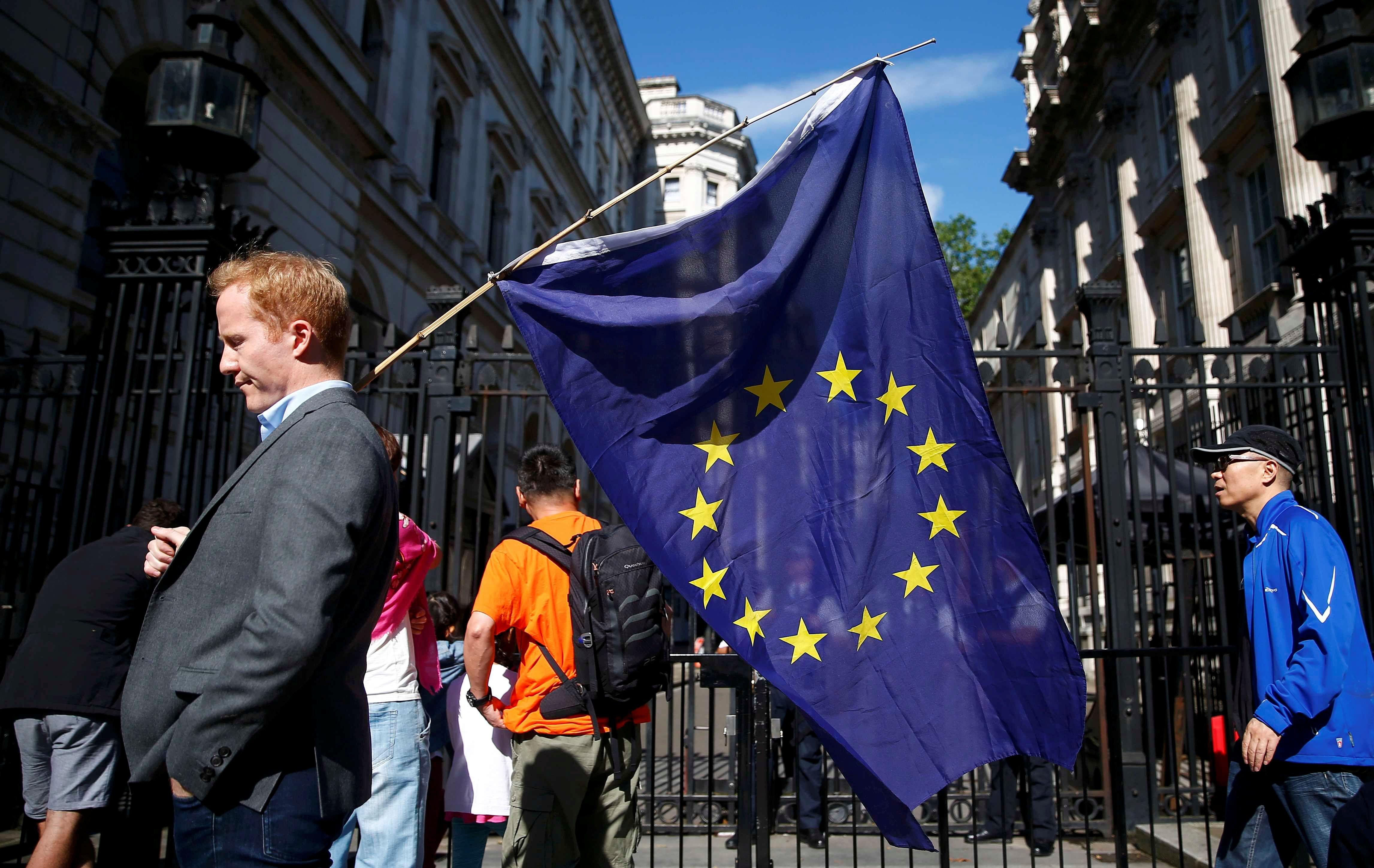 L'Europe, la grande oubliée du débat de la primaire de droite (ne regrettez rien, ils n'avaient pour la plupart rien de spécial à en dire)