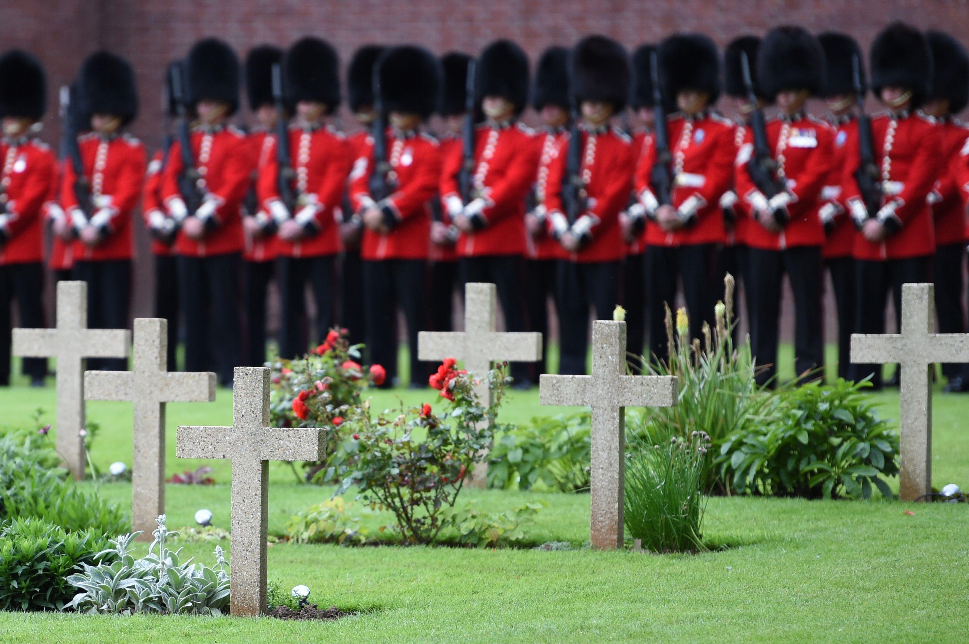 (PHOTOS) - Anglais et Français commémorent le centenaire de la bataille de la Somme, la plus meurtrière de la Grande Guerre