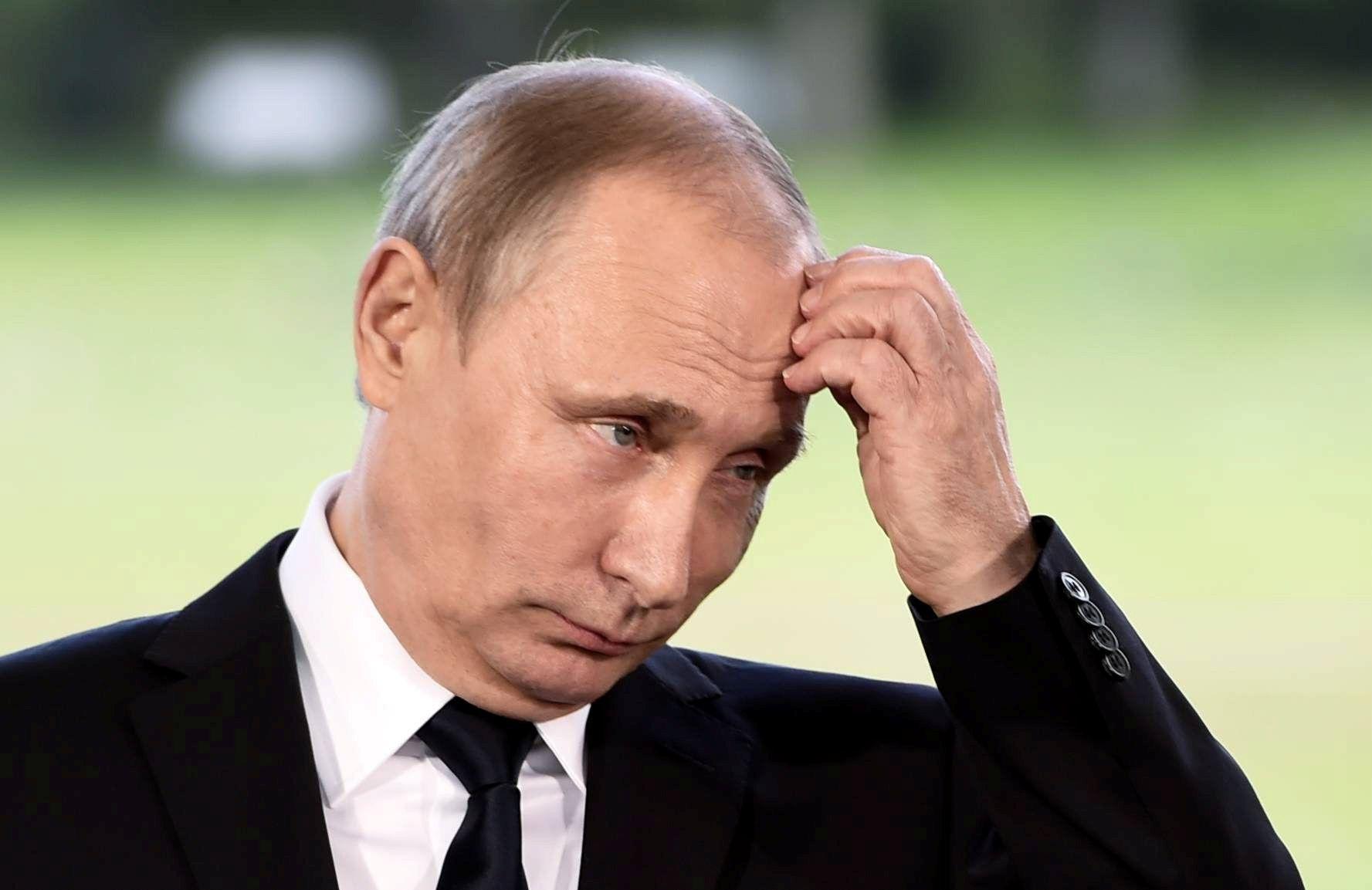 Chute du pétrole et sanctions commerciales : la côte de popularité de Vladimir Poutine à l'épreuve de la dégradation des conditions économiques des Russes