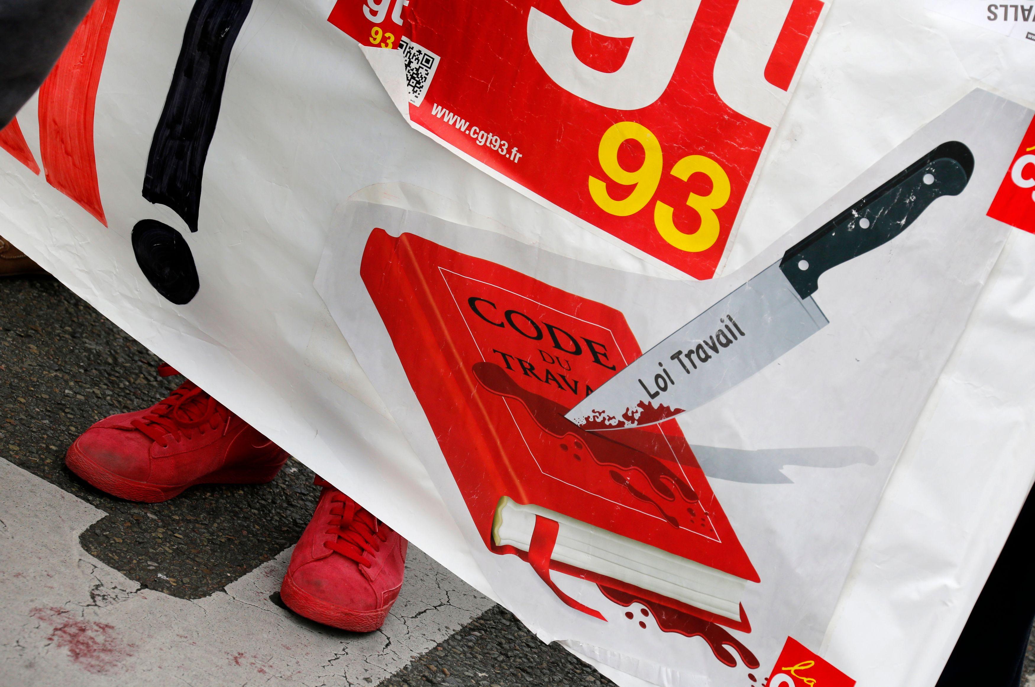Attentat de Nice : La CGT perturbe la minute de silence organisée par le Parti socialiste lors du festival d'Avignon