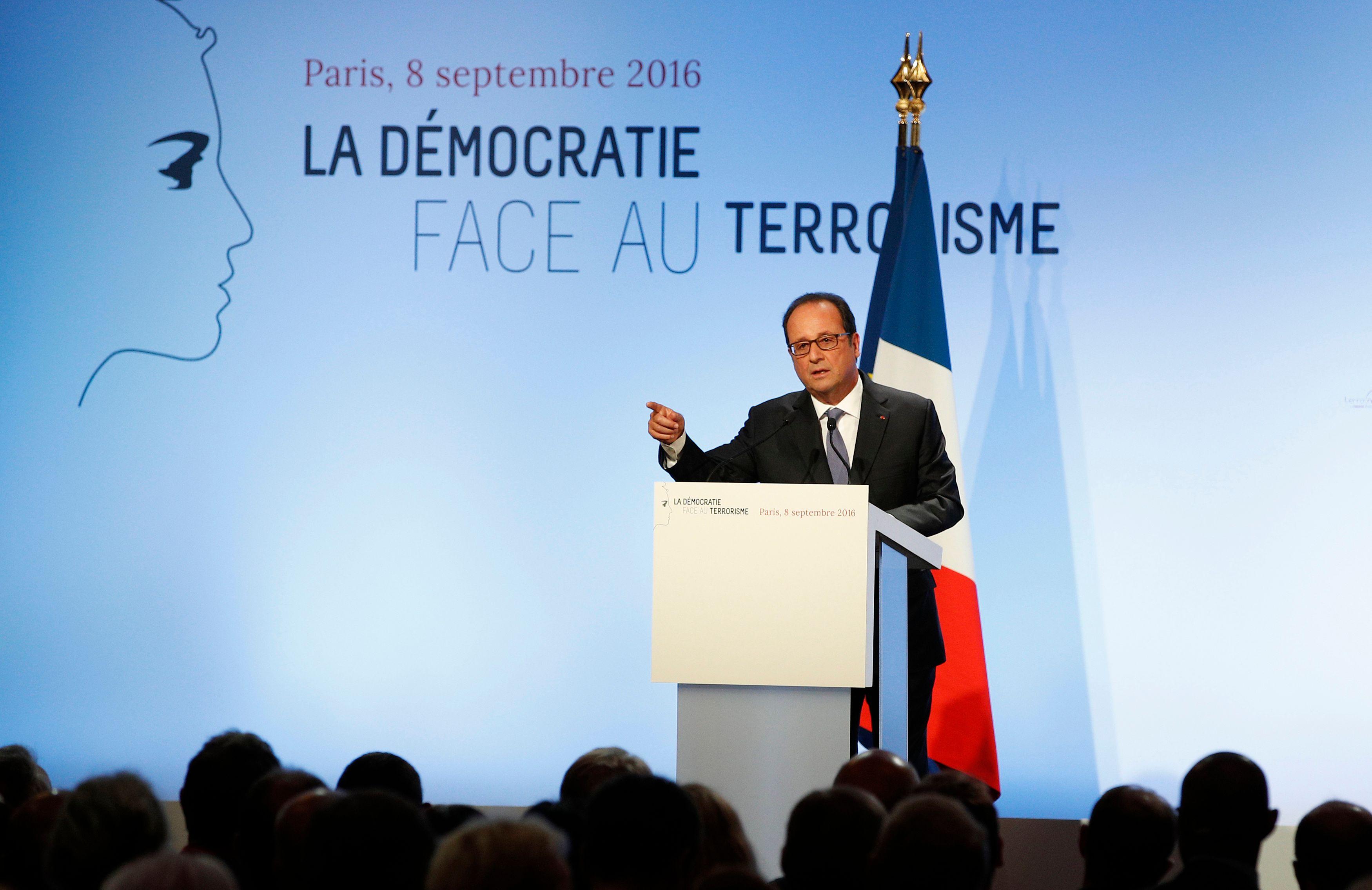 Avec son discours de Wagram, François Hollande se pose en rempart contre le terrorisme et entrevoit 2017