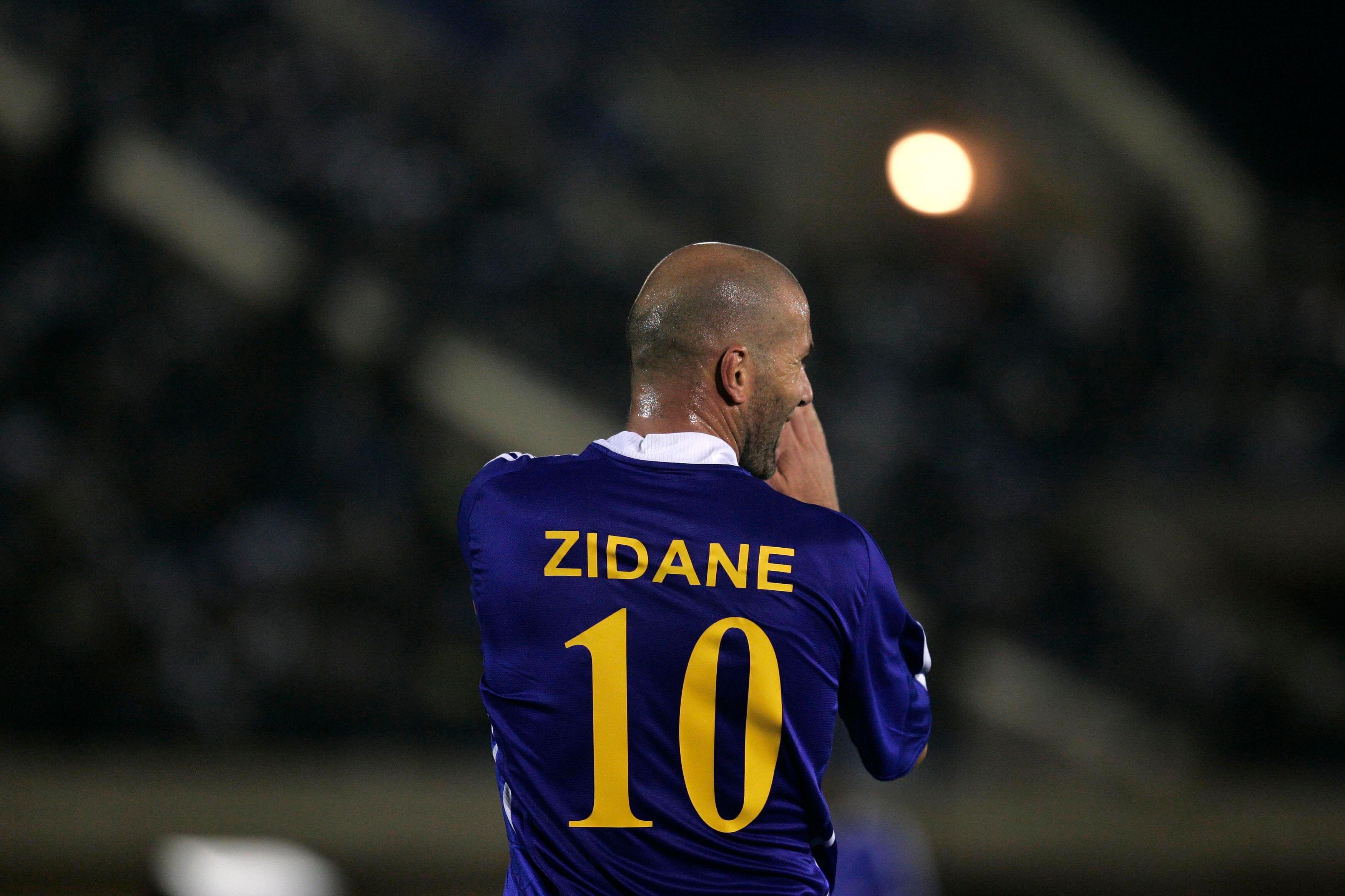 Zinedine Zidane a obtenu son diplôme d'entraîneur, sa carrière de joueur est derrière