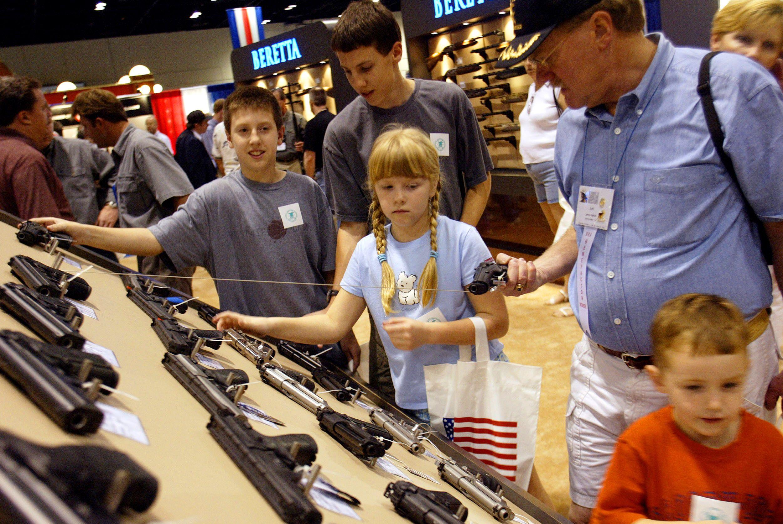 """Massacre au Texas : pourquoi on ne comprend pas Donald Trump quand il affirme que """"les armes ne sont pas le problème"""""""
