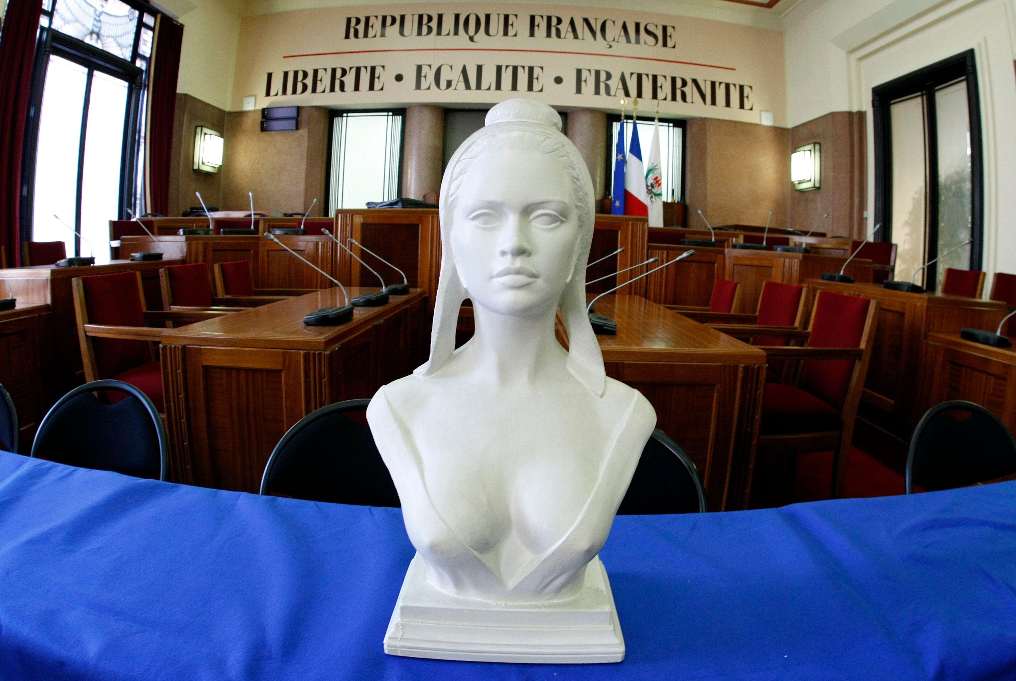 """Virginie Martin estime qu'il faut prendre des distances avec l'idée de """"République française une et indivisible""""."""