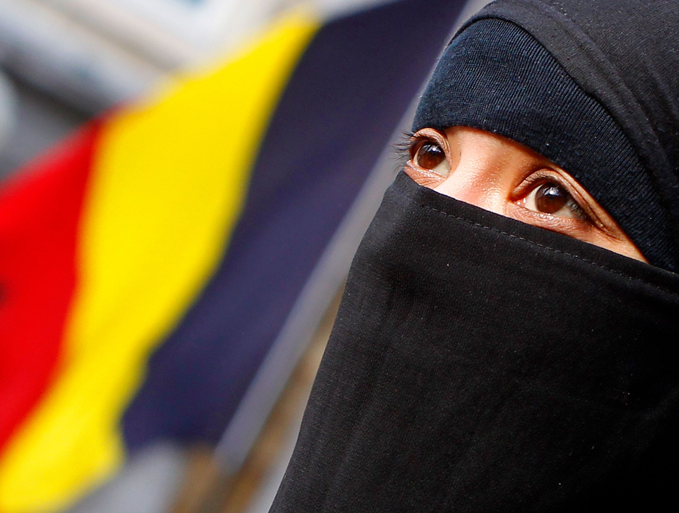 Femme voilée en Belgique.