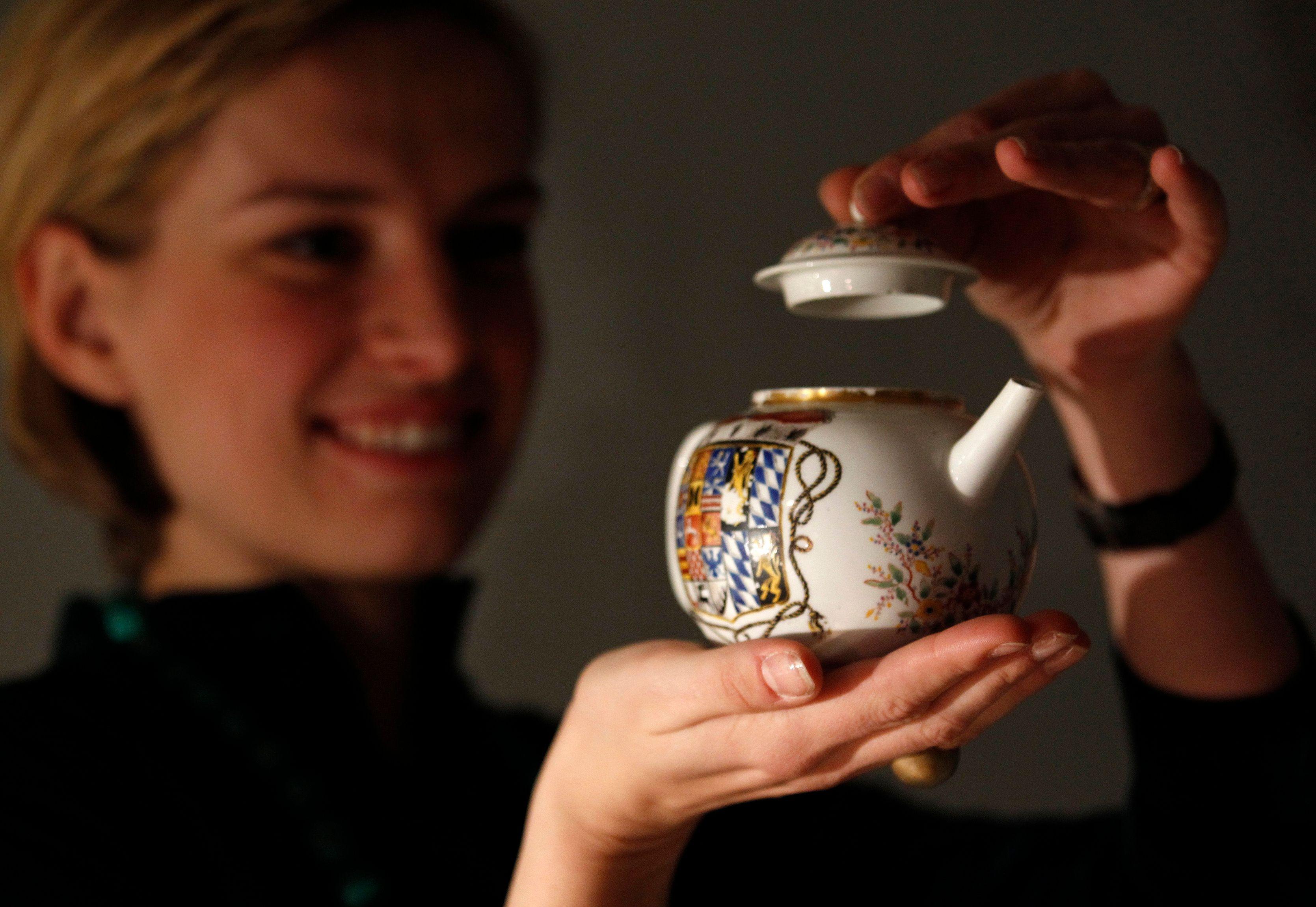 Une femme qui a bu trop de thé a développé une fluorose squelettique.