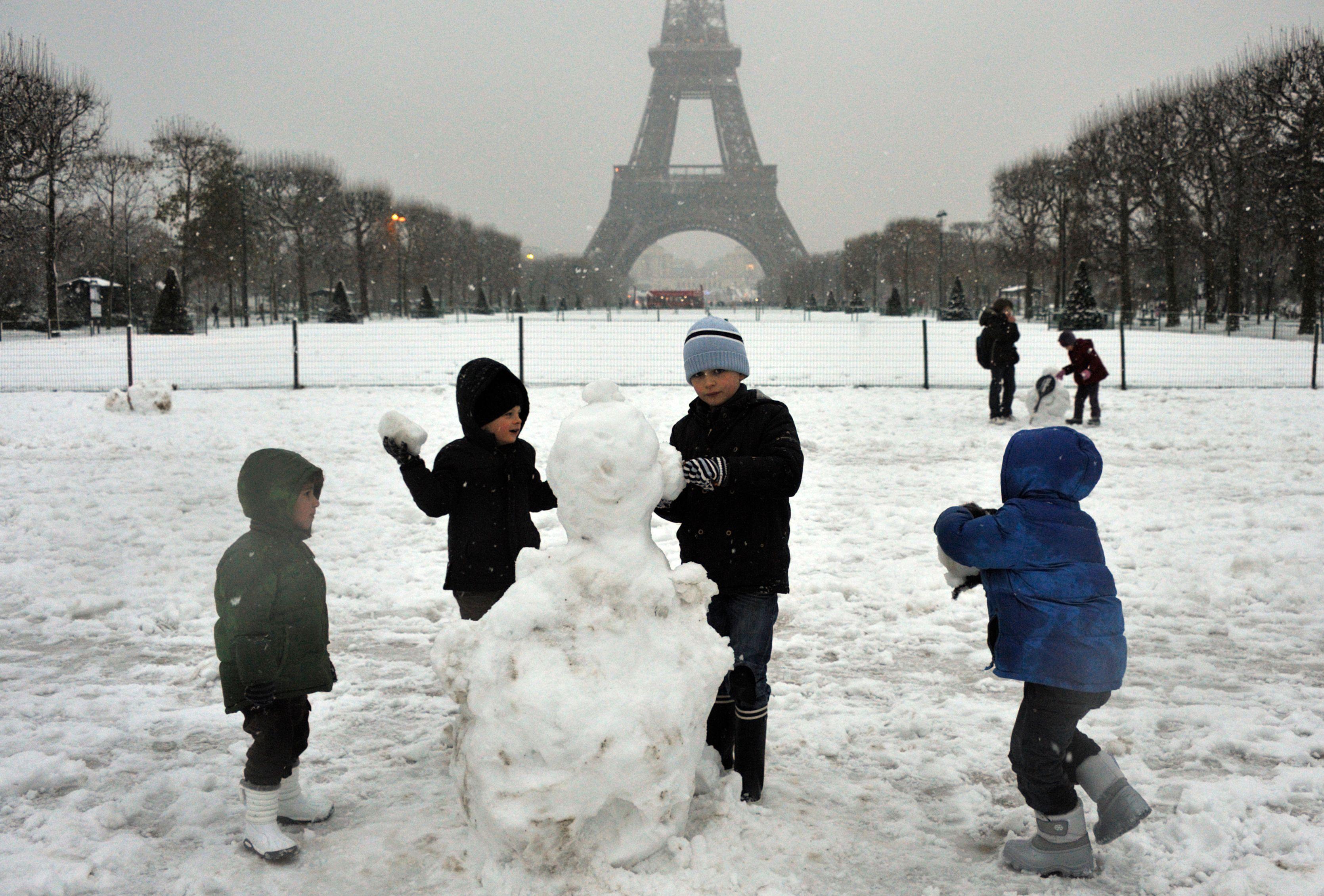 Neigera-t-il suffisamment à Pairs pour que les enfants s'amusent à en faire des bonhommes ?