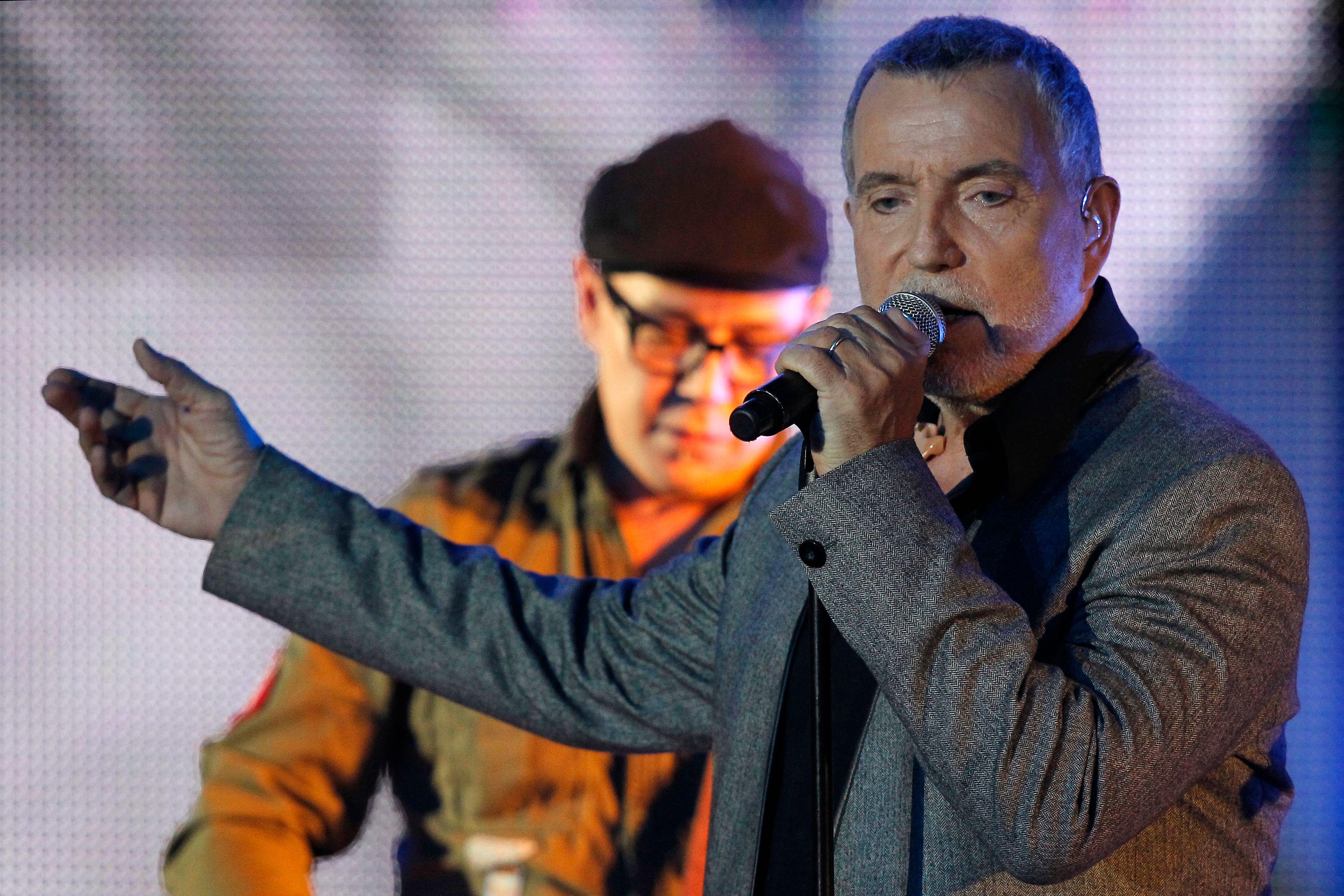 Bernard Lavilliers annule un concert dans une usine Peugeot.