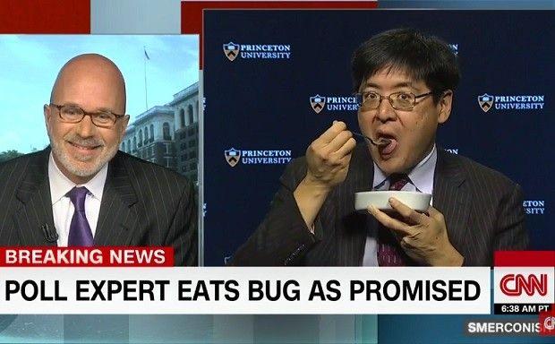 Cet expert en sondages mange un insecte en direct parce que Trump a remporté l'élection