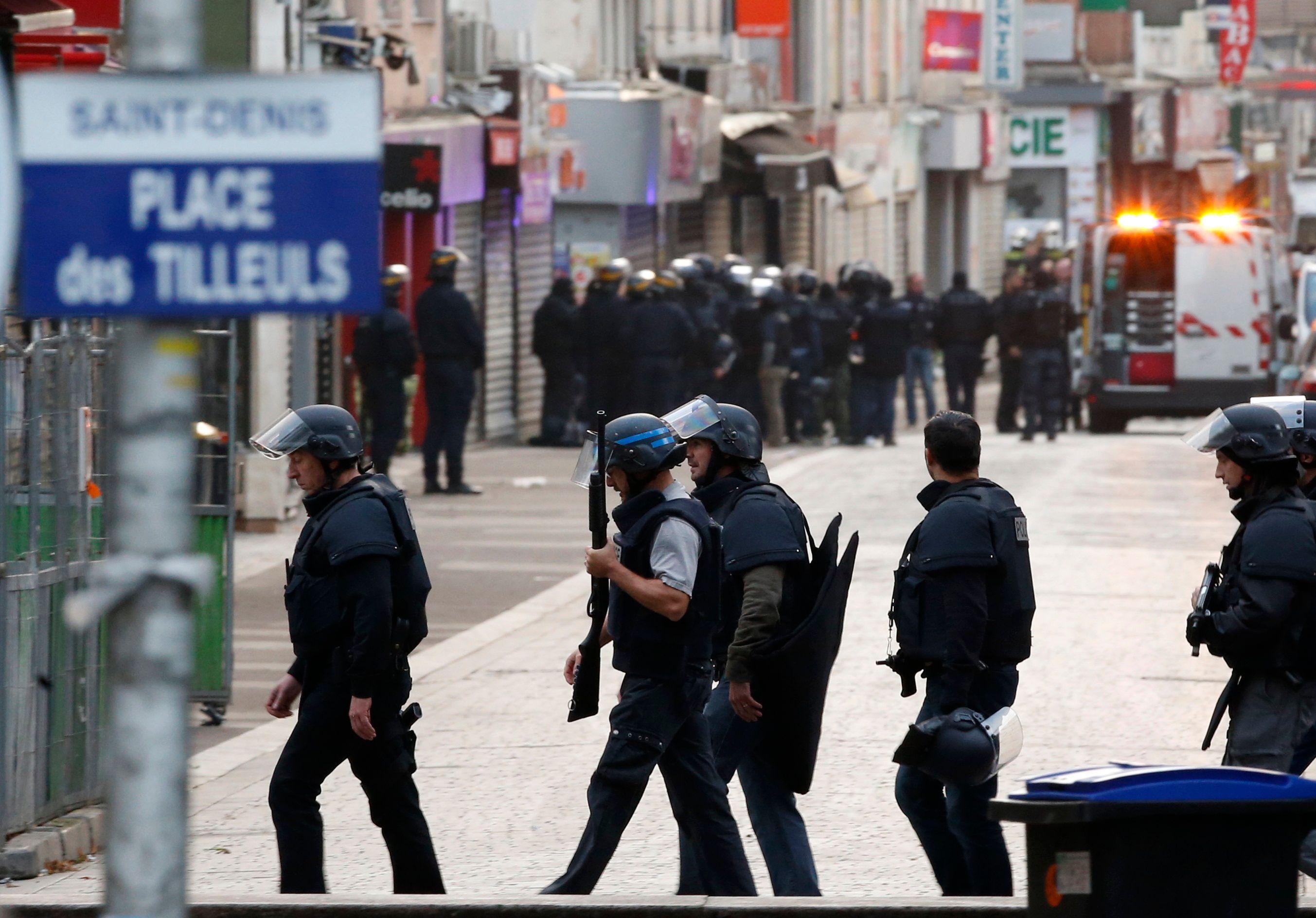 Attentats de Paris : intervention à Saint-Denis, Claude Bartolone, François Baroin, Benoît Hamon, Gérard Larcher ... le zapping vidéo de mercredi