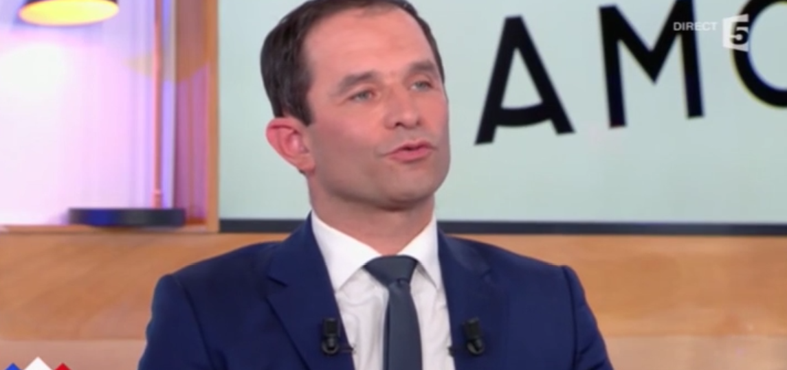 """Benoit Hamon discute """"sur le fond"""" avec Jean-Luc Mélenchon"""