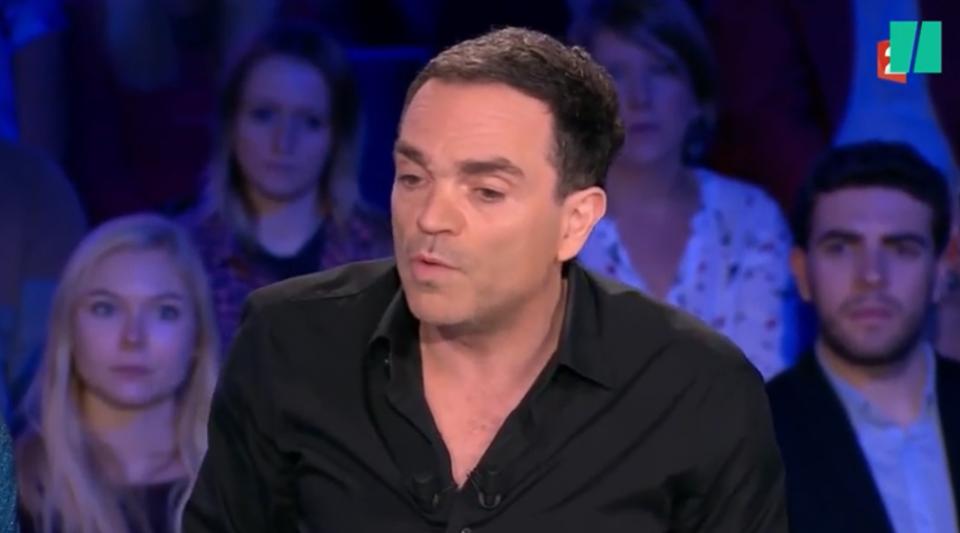 """Migrants """"tabassés"""" et """"gazés"""" : Yann Moix s'explique avec des policiers"""