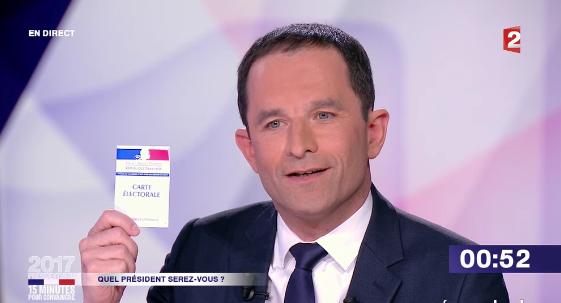 """""""15 minutes pour convaincre"""" : Benoît Hamon estime que """"ceux qui veulent diminuer le nombre de fonctionnaires désarment la France"""""""