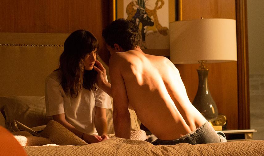Christian Grey et Anastasia Steele poursuivent leur lune de miel sur la cote d'azur, malgré les attentats.