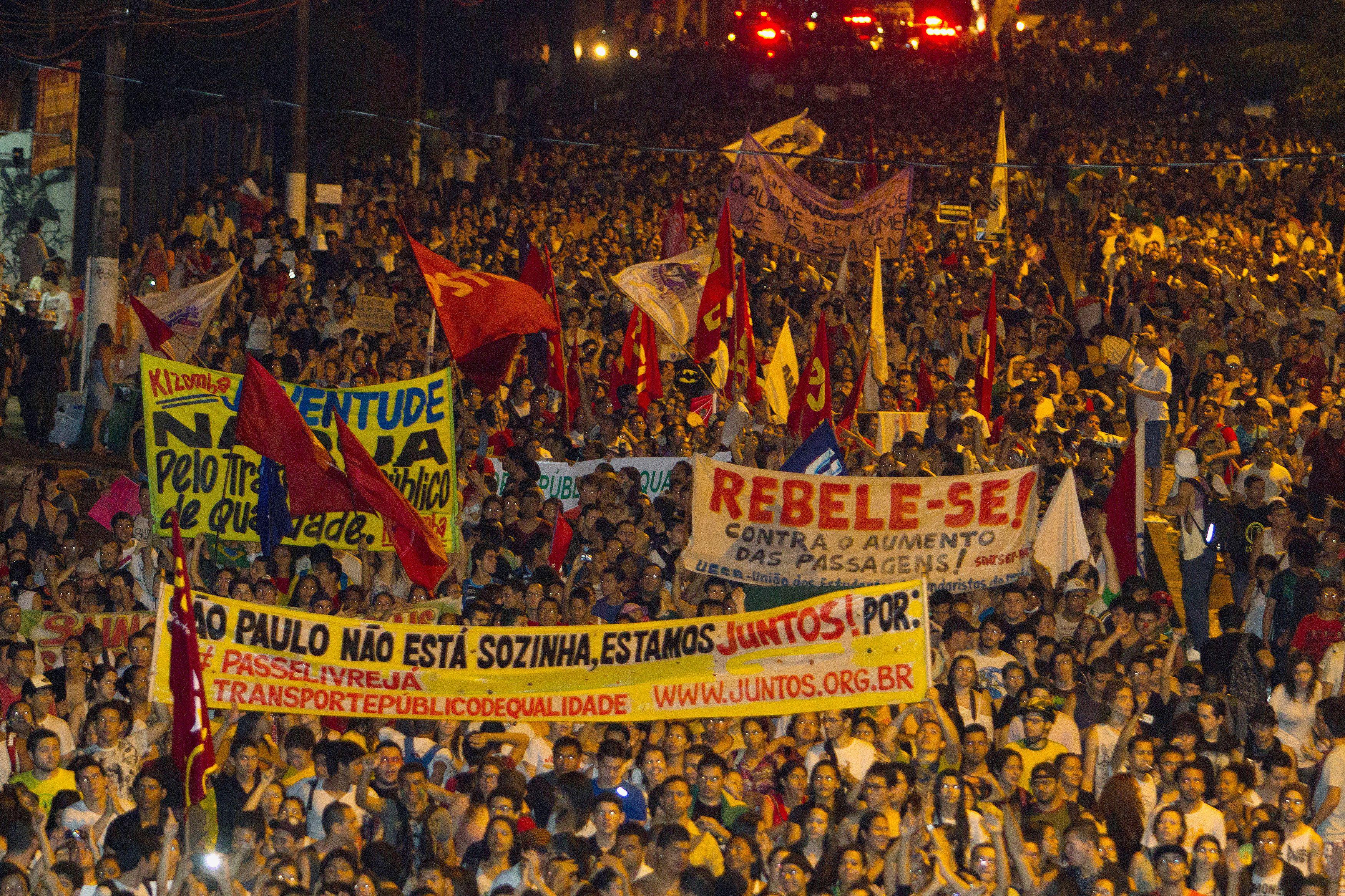 Brésil : les manifestations continuent malgré la baisse du prix des transports