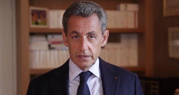 """Nicolas Sarkozy : """"J'abandonne la politique, parce qu'on ne gagne pas assez d'argent"""""""