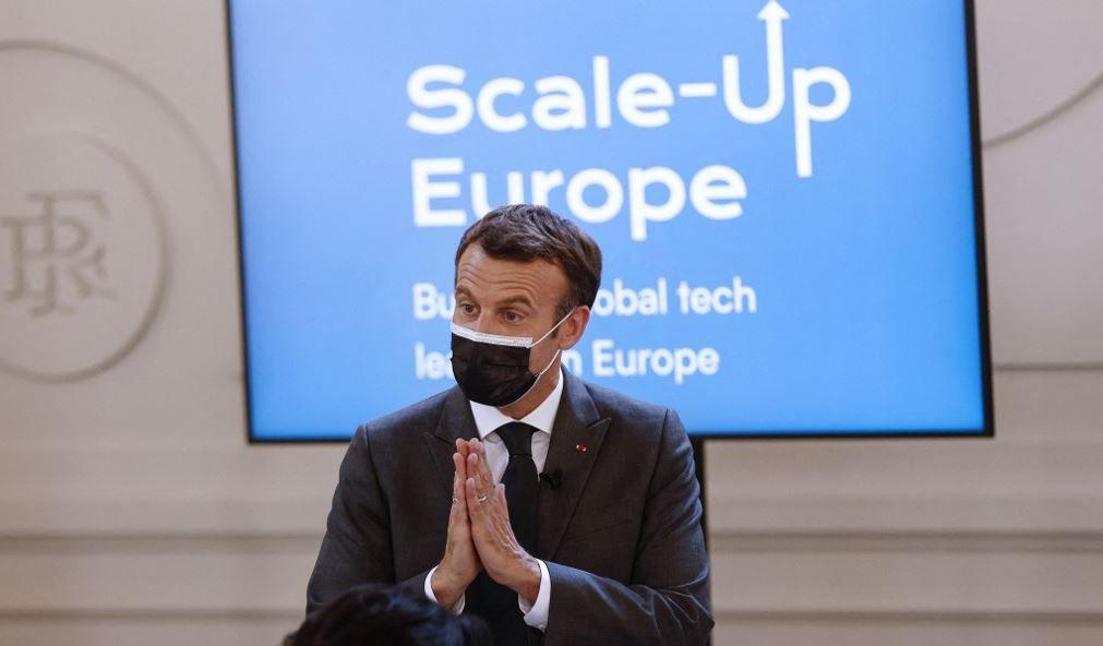Le président français Emmanuel Macron lors d'une rencontre avec des membres du collectif Scale-Up Europe à l'Elysée le 15 juin 2021.