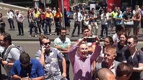 Sydney : quand les témoins de la prise d'otage prennent des selfies.