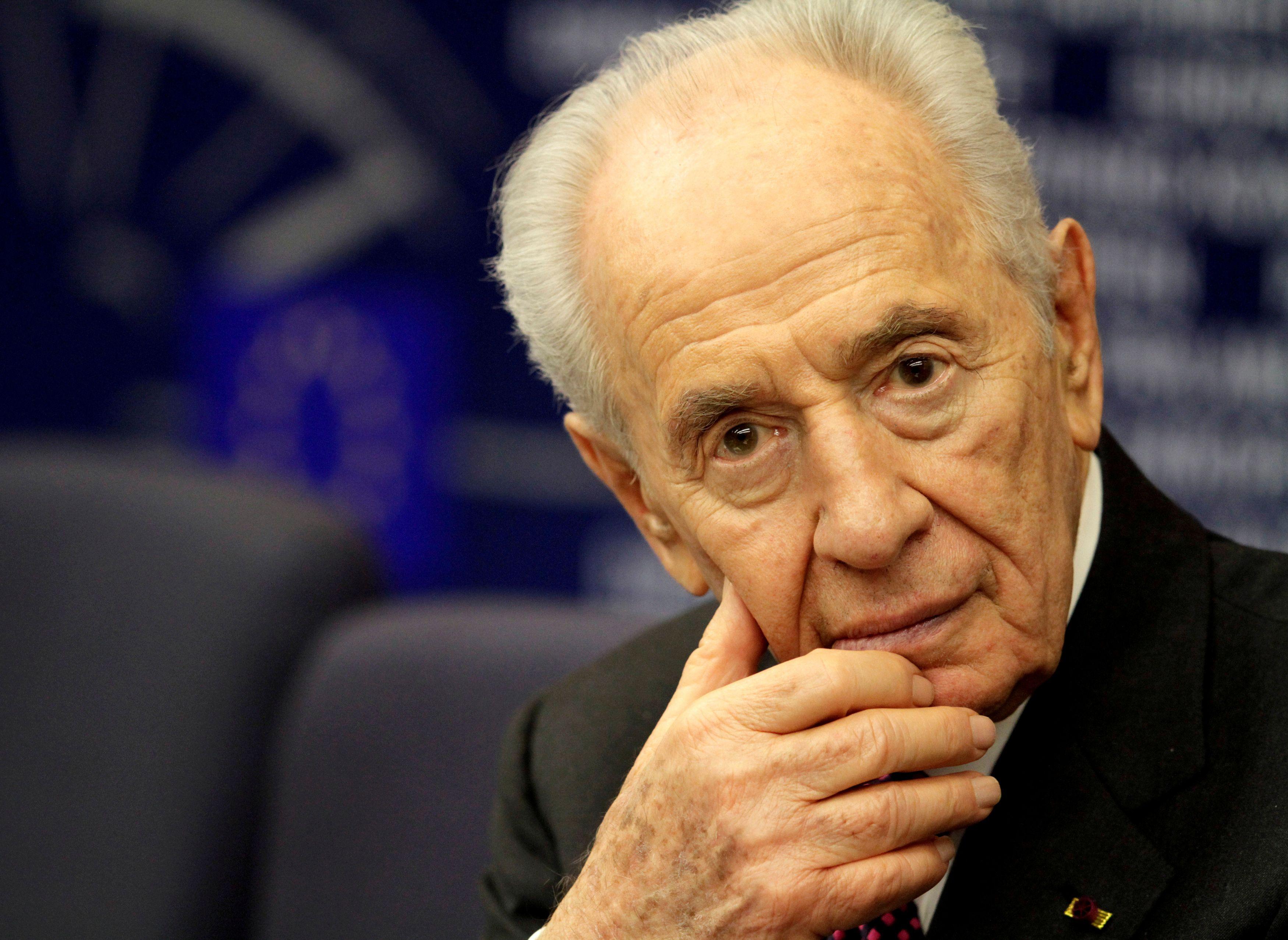 Shimon Peres a déclaré avoir empêché une frappe israélienne contre l'Iran