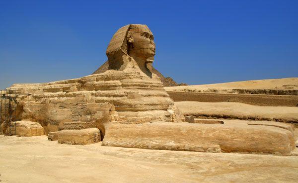 Pourquoi les servantes égyptiennes servaient-elles nues ?