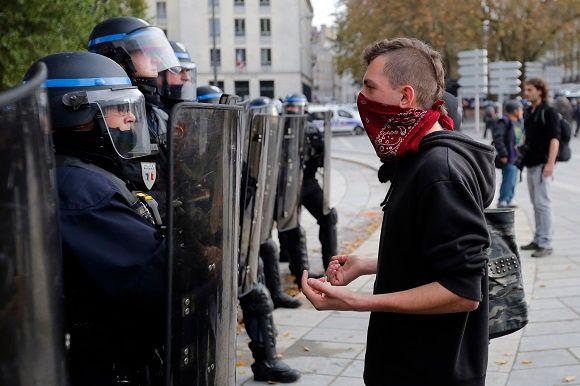 """Manuel Valls a défendu une """"seconde voie"""" dans la manière d'appréhender la justice et l'autorité de l'Etat."""