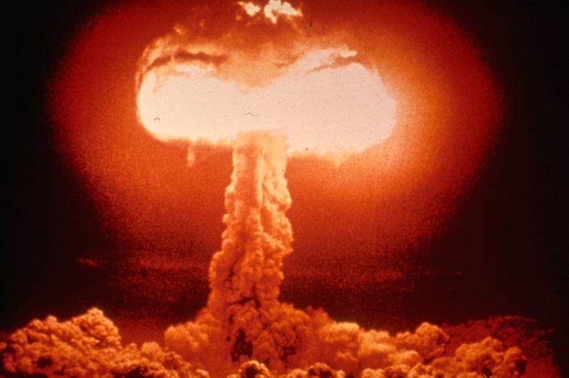Le fait de développer la puissance militaire et nucléaire a toujours un intérêt pour les Etats, car guerre classique et cyber guerre ne sont pas inconciliables.