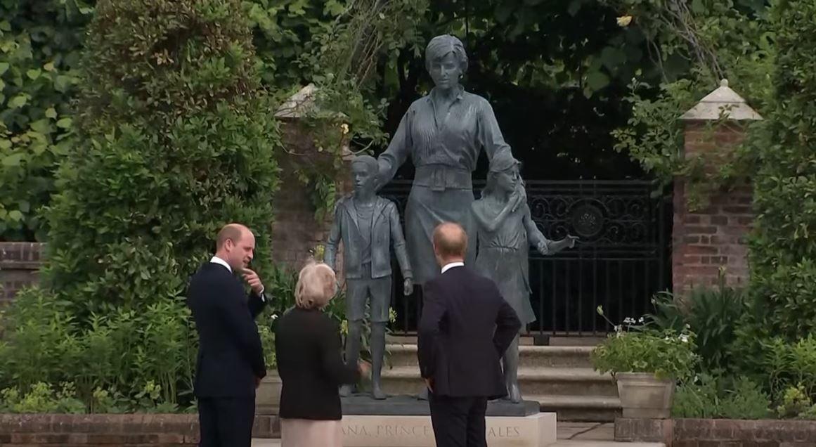 Une statue de la princesse Diana a été dévoilée à Londres, ce jeudi 1er juillet, en présence du prince Harry et William.