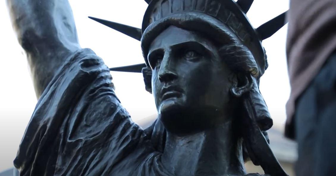 La France envoie une réplique de la statue de la Liberté aux Etats-Unis à l'occasion des célébrations de la fête nationale.