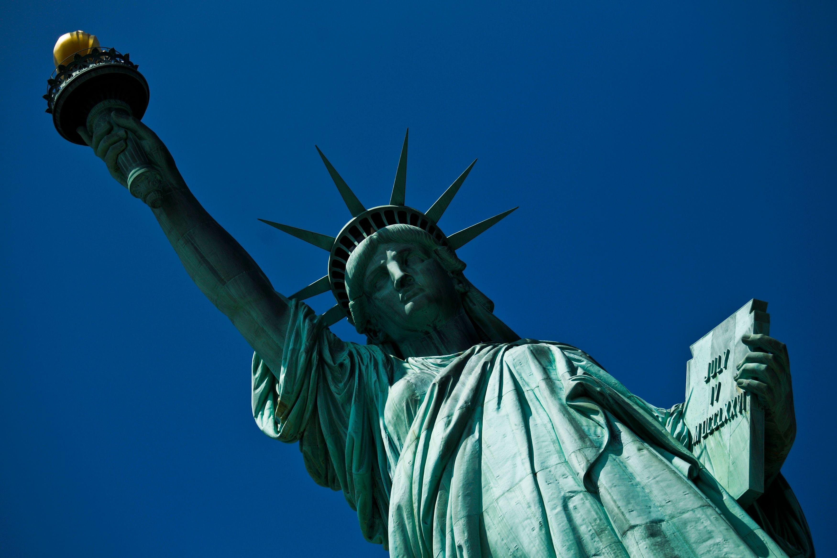 La liberté de l'individu est mise à mal par les deux camps qui s'affrontent à propos du mariage homosexuel.